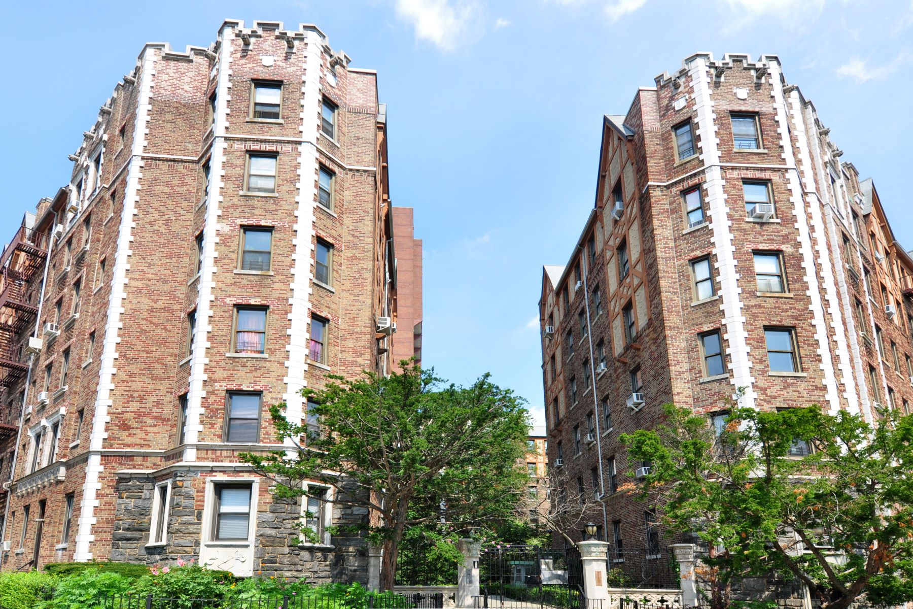 Co-op for Sale at Spacious 2-Bedroom 3398 Wayne Avenue C23 Bronx, New York, 10467 United States
