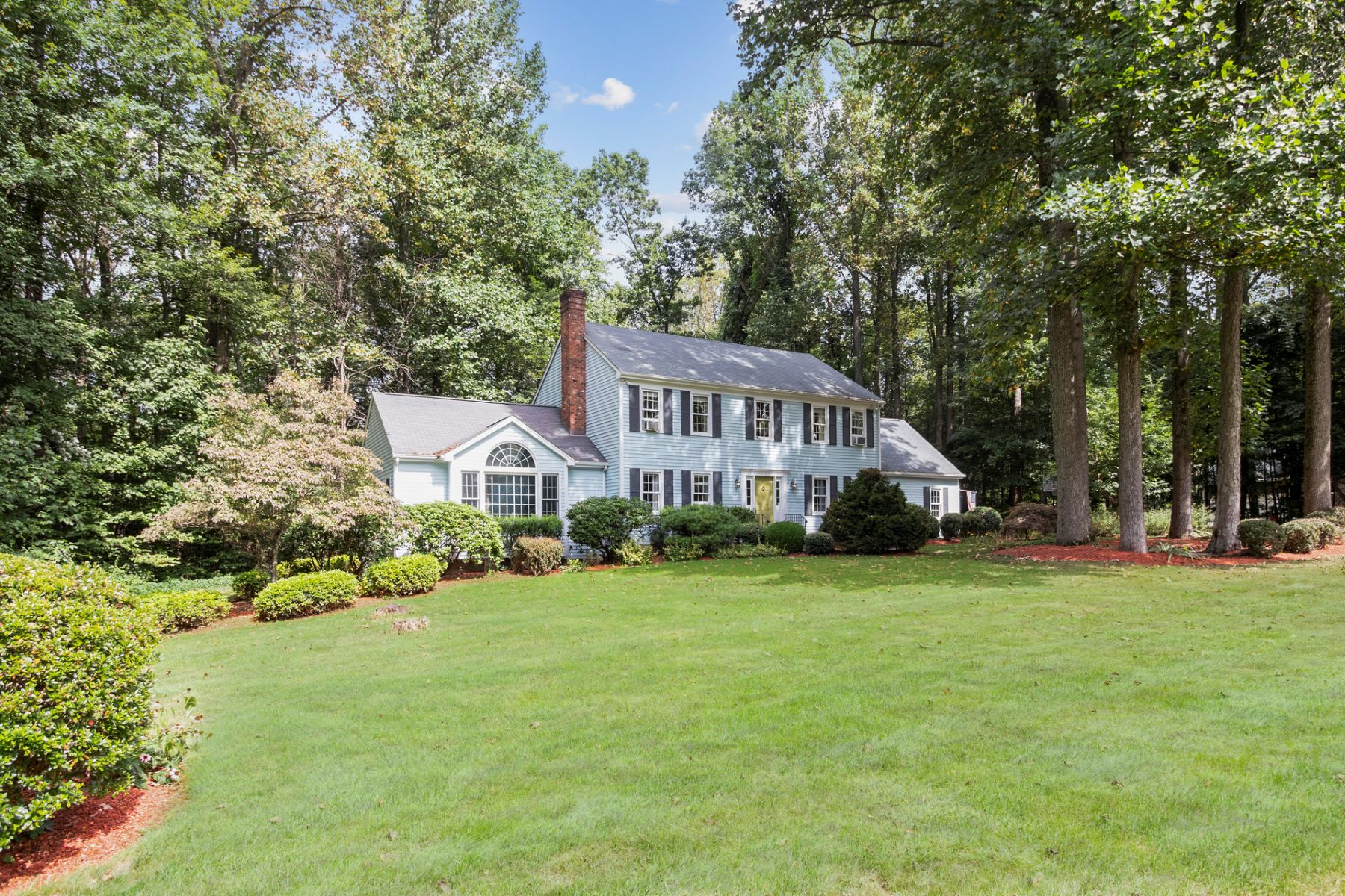 Single Family Homes للـ Sale في Stunning HOme Inside and Out 108 Forest Rd, Southbury, Connecticut 06488 United States
