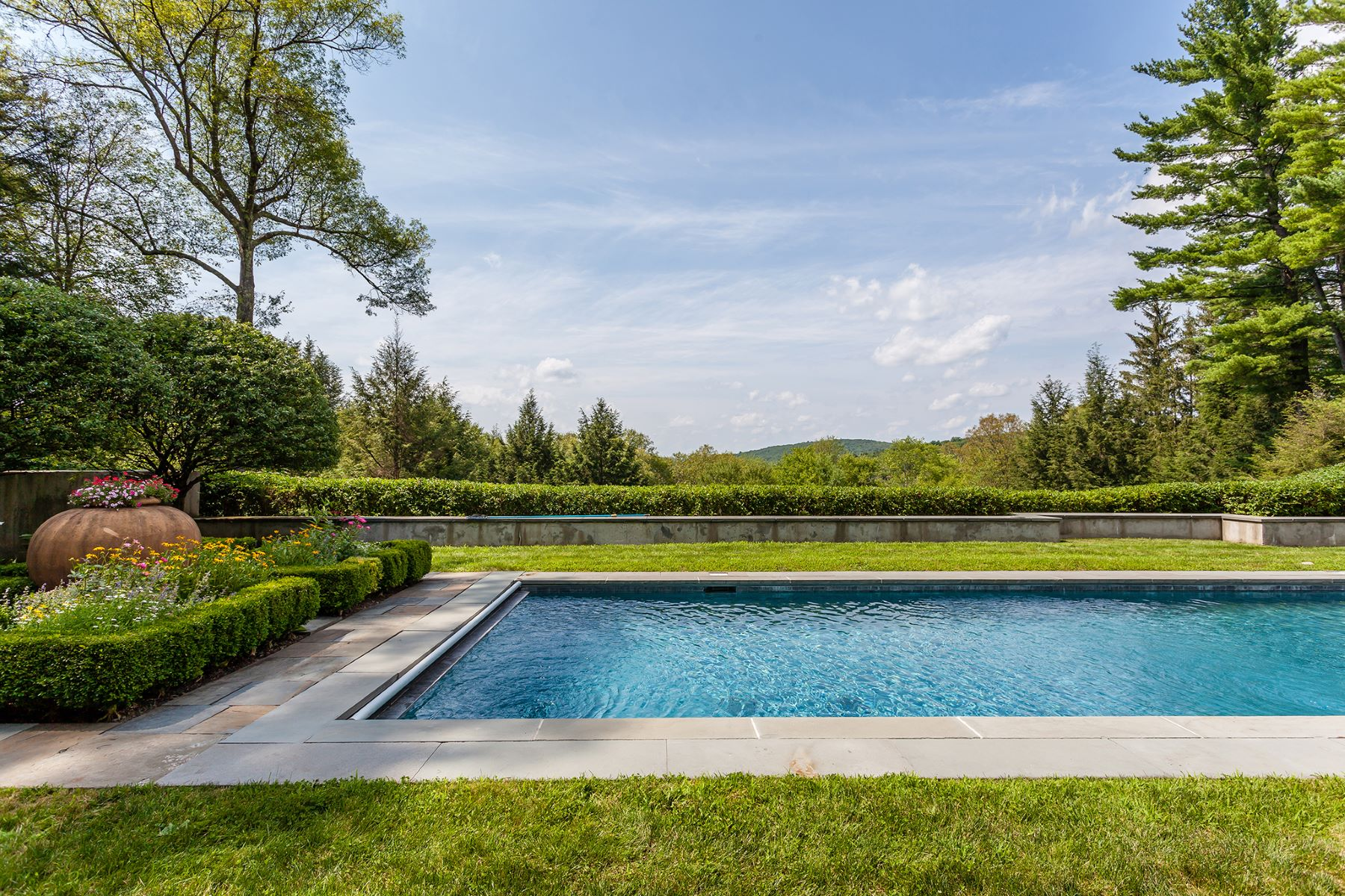 Additional photo for property listing at Magnificent Roxbury Estate with Views 7 Garnet Road Roxbury, Connecticut 06783 États-Unis