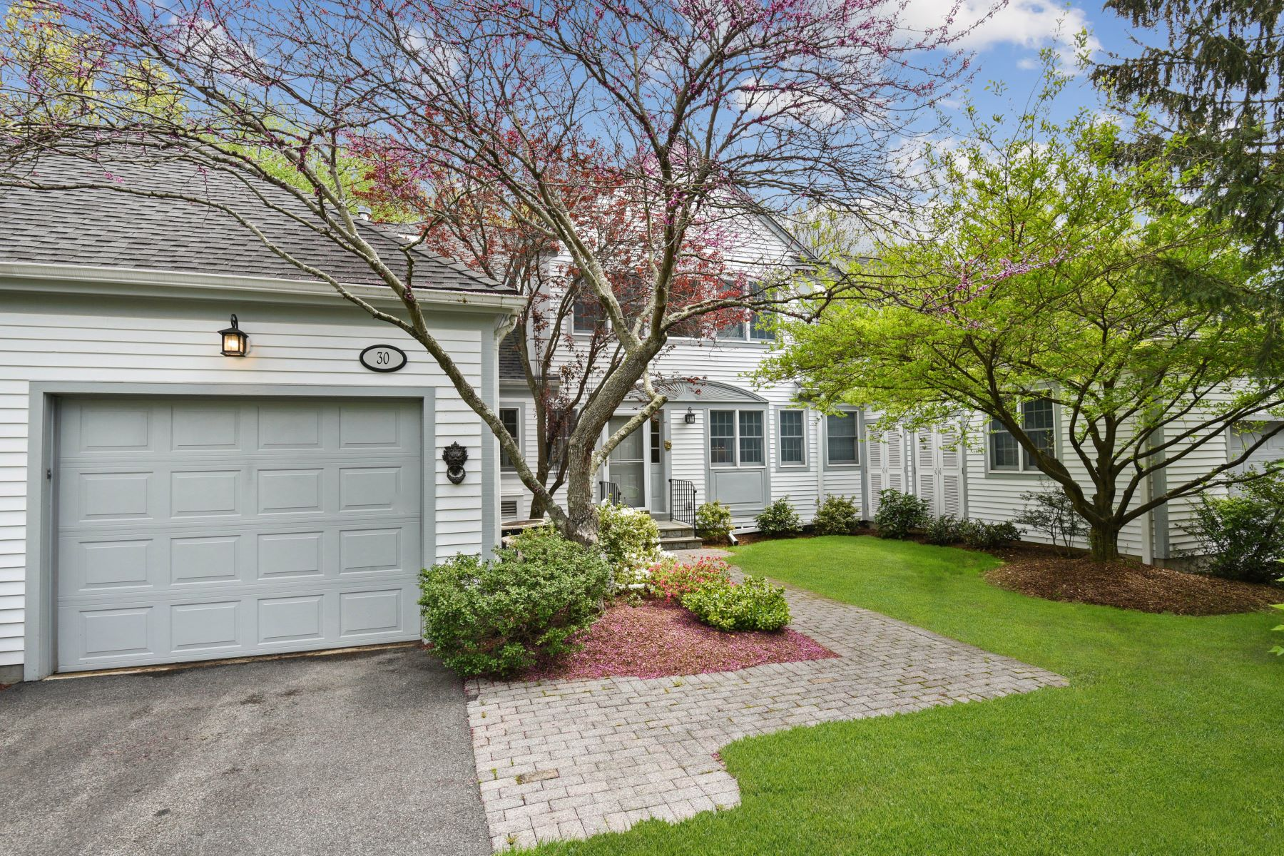for Sale at 30 Brook Hills Circle 30 Brook Hills Cir White Plains, New York 10605 United States