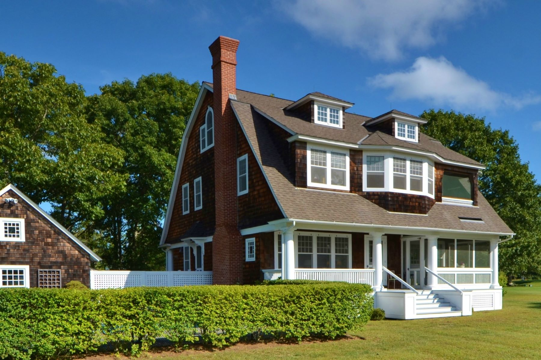 Single Family Homes for Sale at A Fenwick Gem! 549 Maple Avenue Old Saybrook, Connecticut 06475 United States