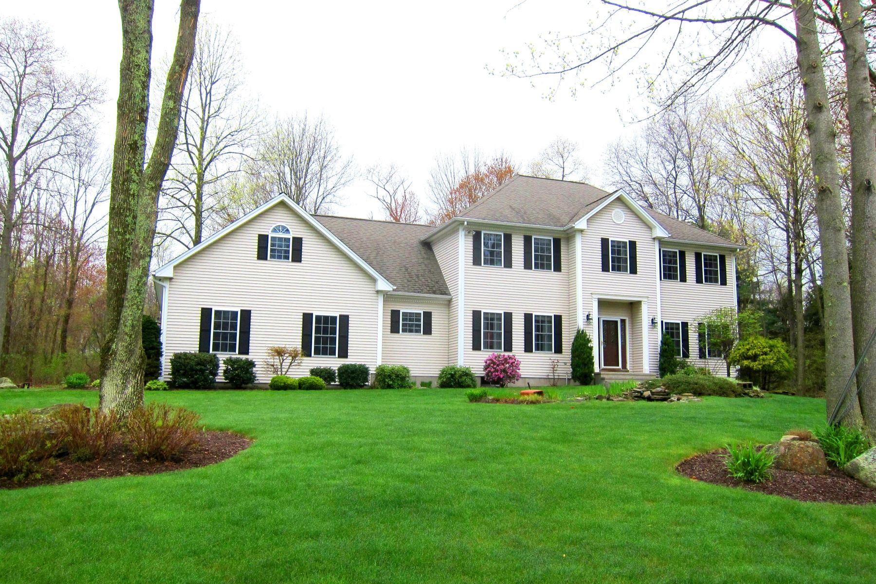 Casa Unifamiliar por un Venta en Park Like 1.5 Acre Lot 15 Lisbon Terrace Oxford, Connecticut 06478 Estados Unidos