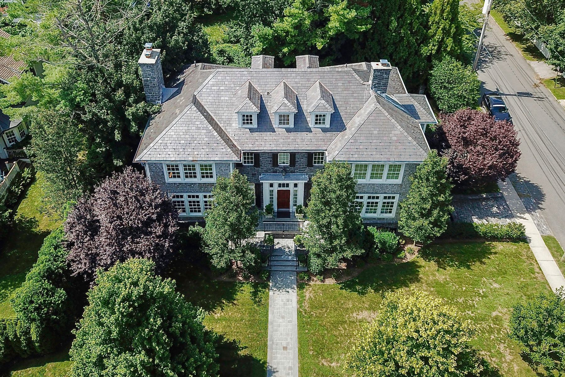 Single Family Home for Sale at 8 Grove Avenue 8 Grove Ave Larchmont, New York 10538 United States