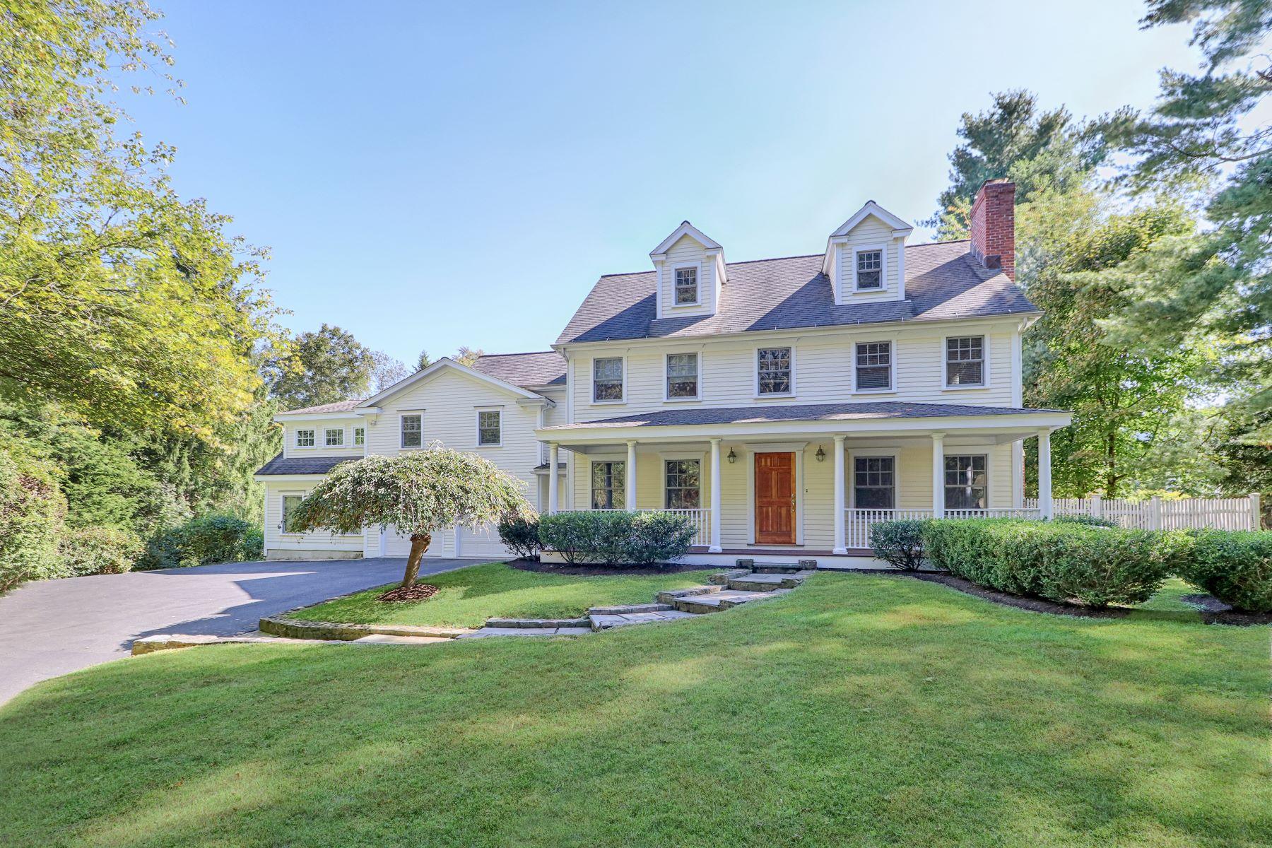 Single Family Homes para Venda às Spacious Colonial is Located in Desirable Hunt Club Area 5 Old Orchard Road, Westport, Connecticut 06880 Estados Unidos