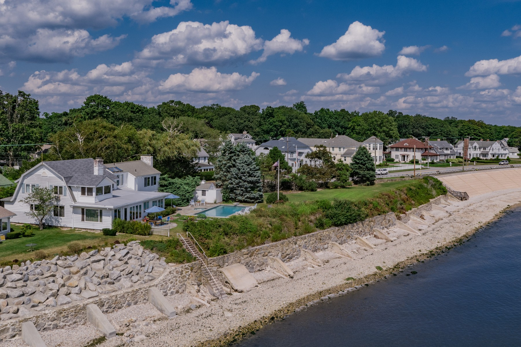 Vivienda unifamiliar por un Venta en Water Frontage of 335 Feet! Rare Opportunity! 363 Maple Avenue, Old Saybrook, Connecticut, 06475 Estados Unidos