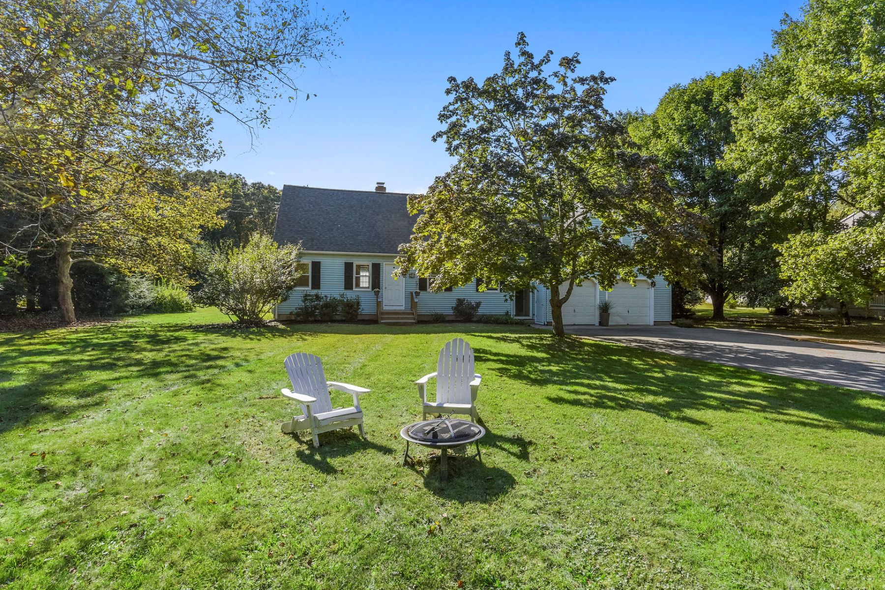 Single Family Homes for Sale at 21 Cream Pot Road 21 Cream Pot Rd Clinton, Connecticut 06413 United States