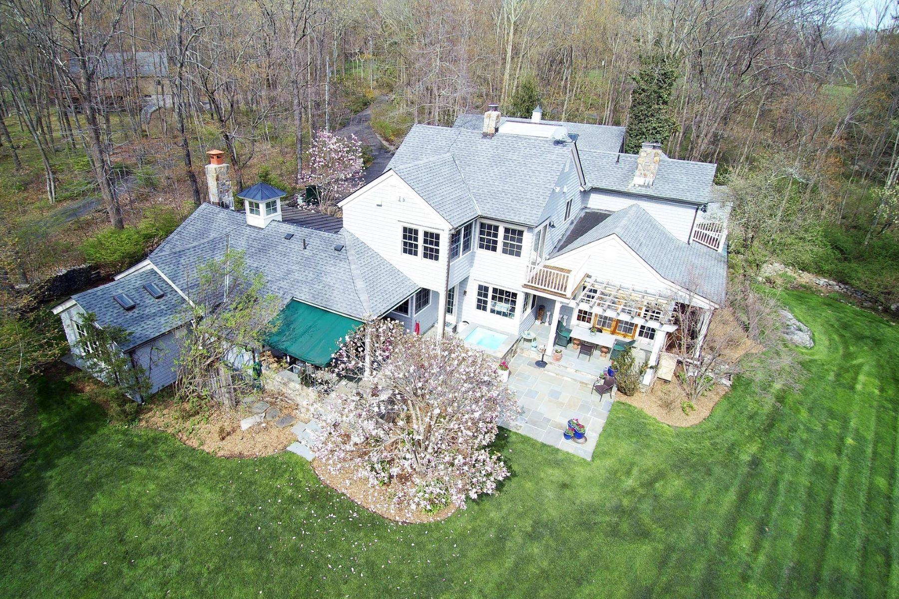 Single Family Homes por un Venta en Enchanting Private Retreat 40 Dorethy Road Redding, Connecticut 06896 Estados Unidos