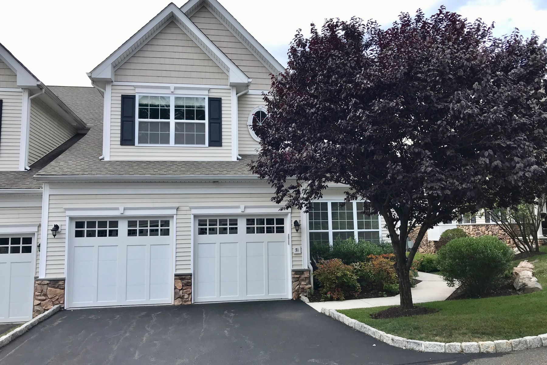 Condominiums for Sale at Fabulous End Unit in Bethel Meadows 71 Beacon Hill Terrace 71 Bethel, Connecticut 06801 United States