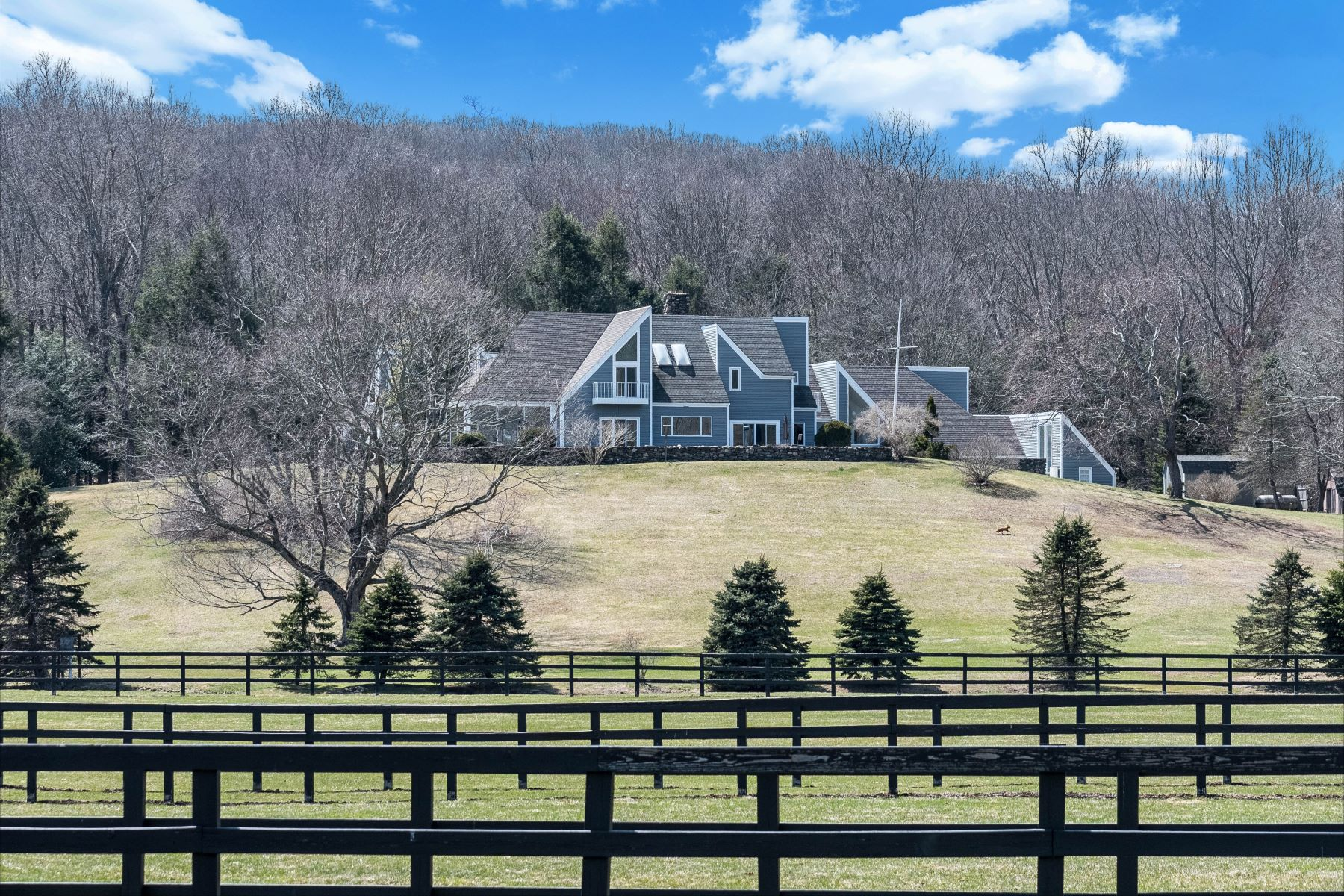 واحد منزل الأسرة للـ Sale في Views, Views & More Views! 8 Equestrian Ridge Newtown, Connecticut 06470 United States