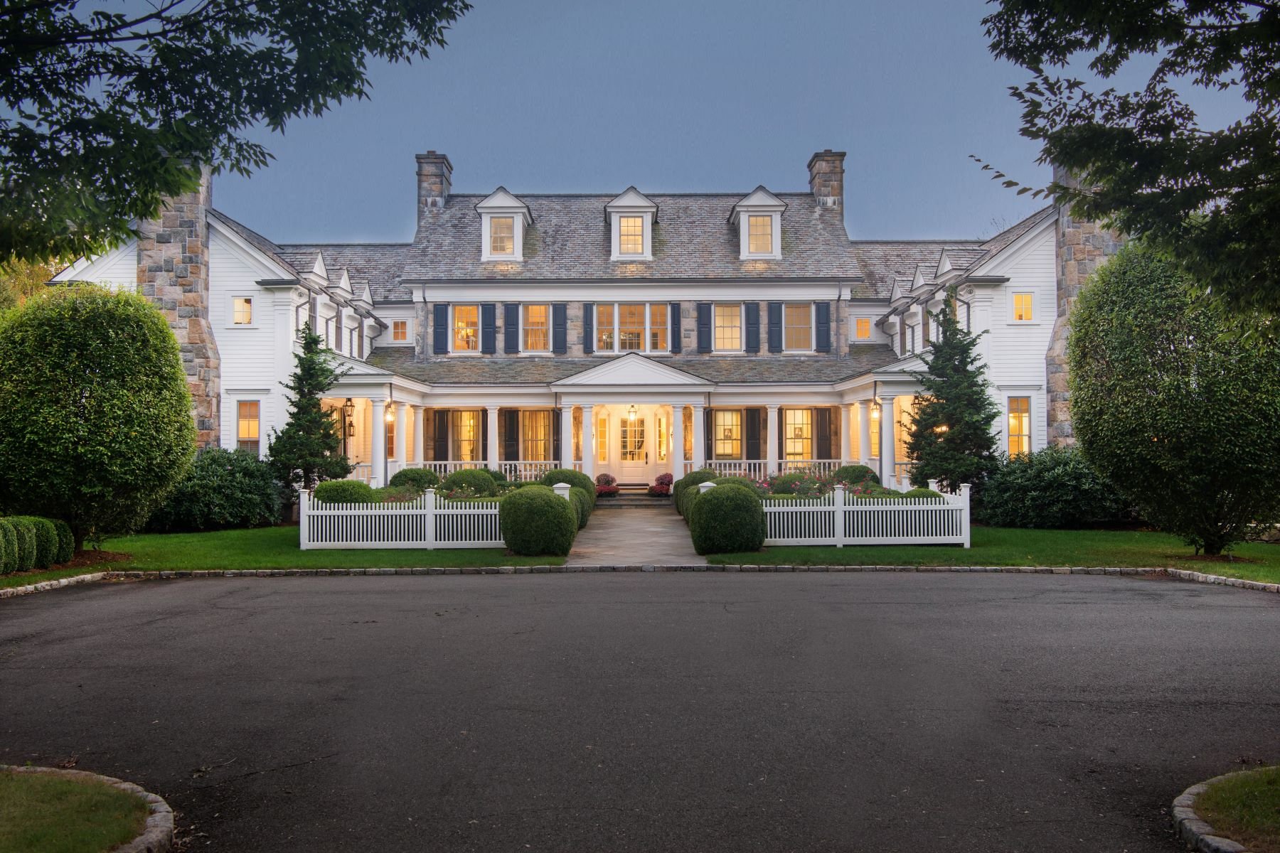واحد منزل الأسرة للـ Sale في 1480 Ponus Ridge New Canaan, Connecticut, 06840 United States