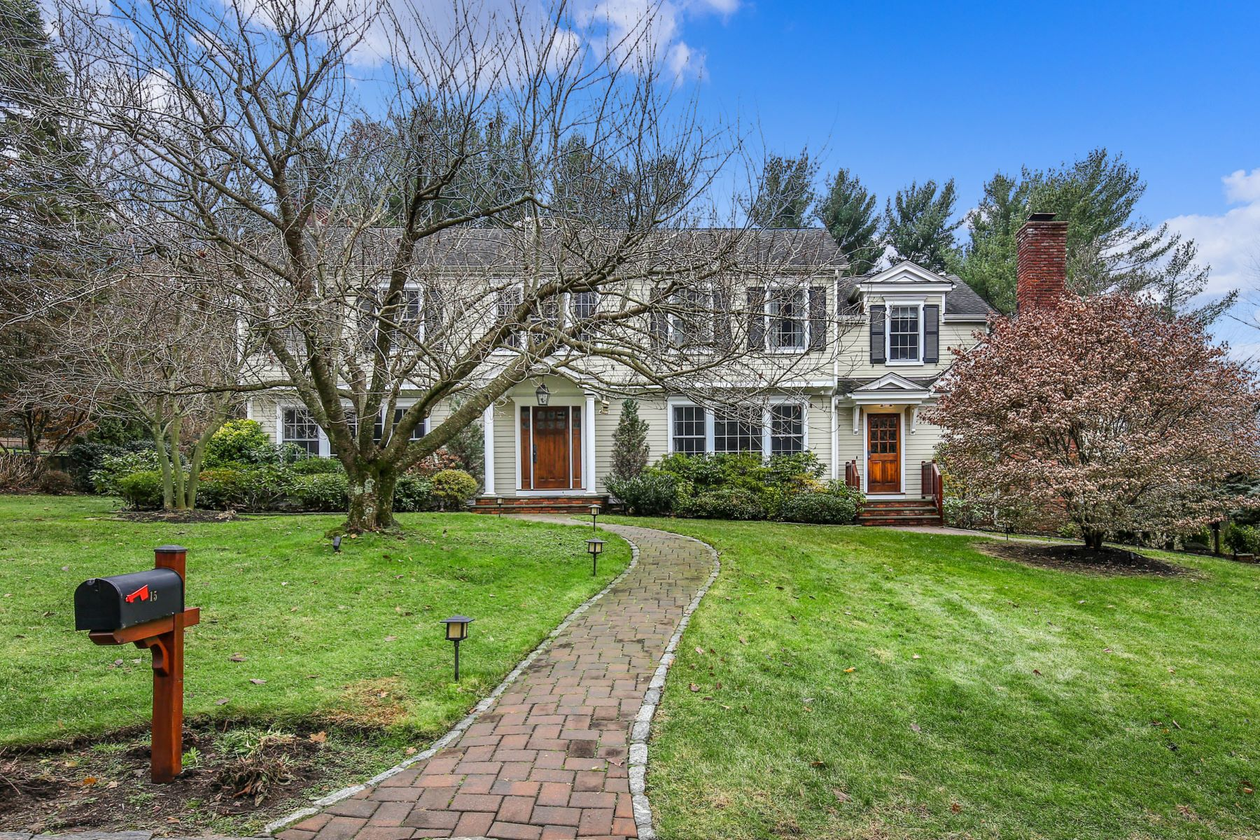 Single Family Homes for Sale at Curb Appeal Abounds! 15 Old Farm Lane Hartsdale, New York 10530 United States