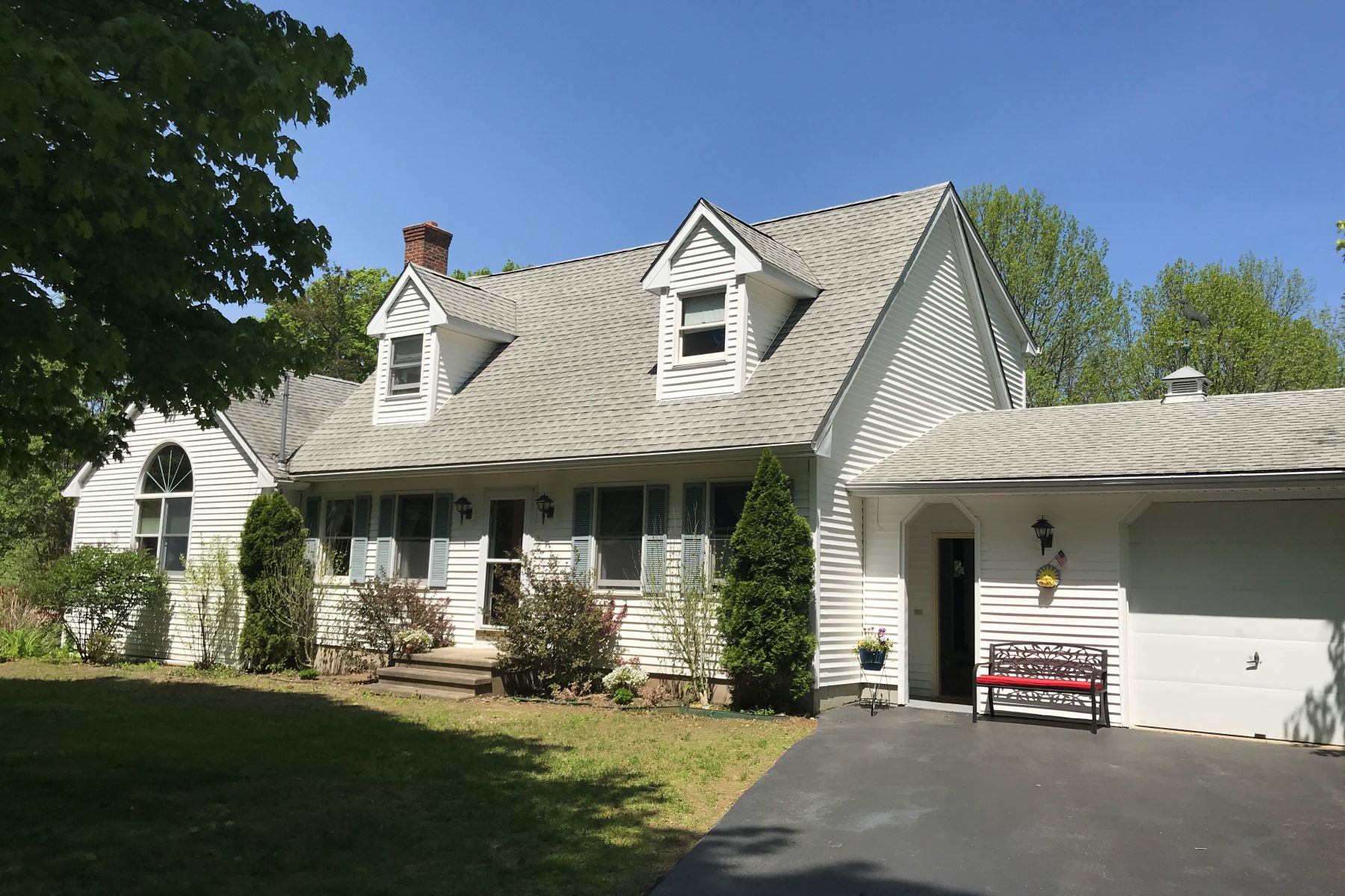 single family homes for Sale at Cozy Cape with First Floor Master Suite 20 Buckley Rd, Salem, Connecticut 06420 United States