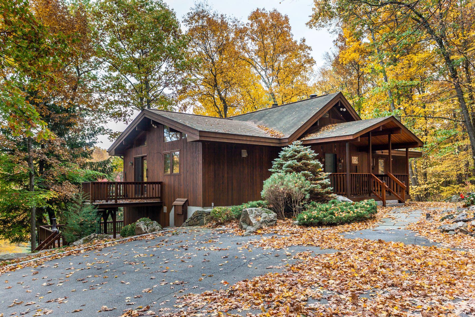 独户住宅 为 销售 在 Beautiful Lindal Cedar Home 82 Route 37 South 谢尔曼, 康涅狄格州 06784 美国