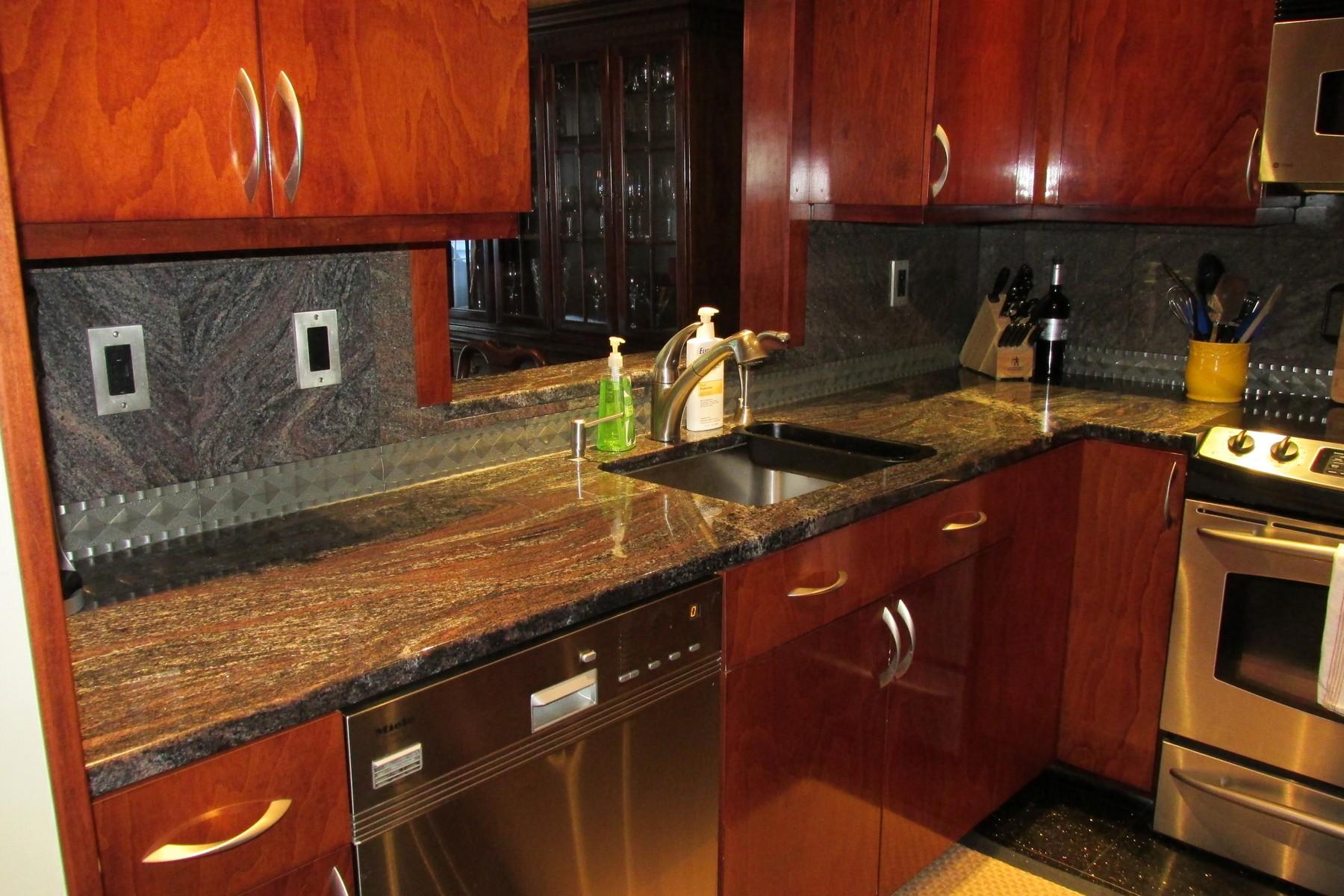 콘도미니엄 용 매매 에 Renovated Two Bedroom 2 Spring Hill Avenue 6 Norwalk, 코네티컷, 06850 미국