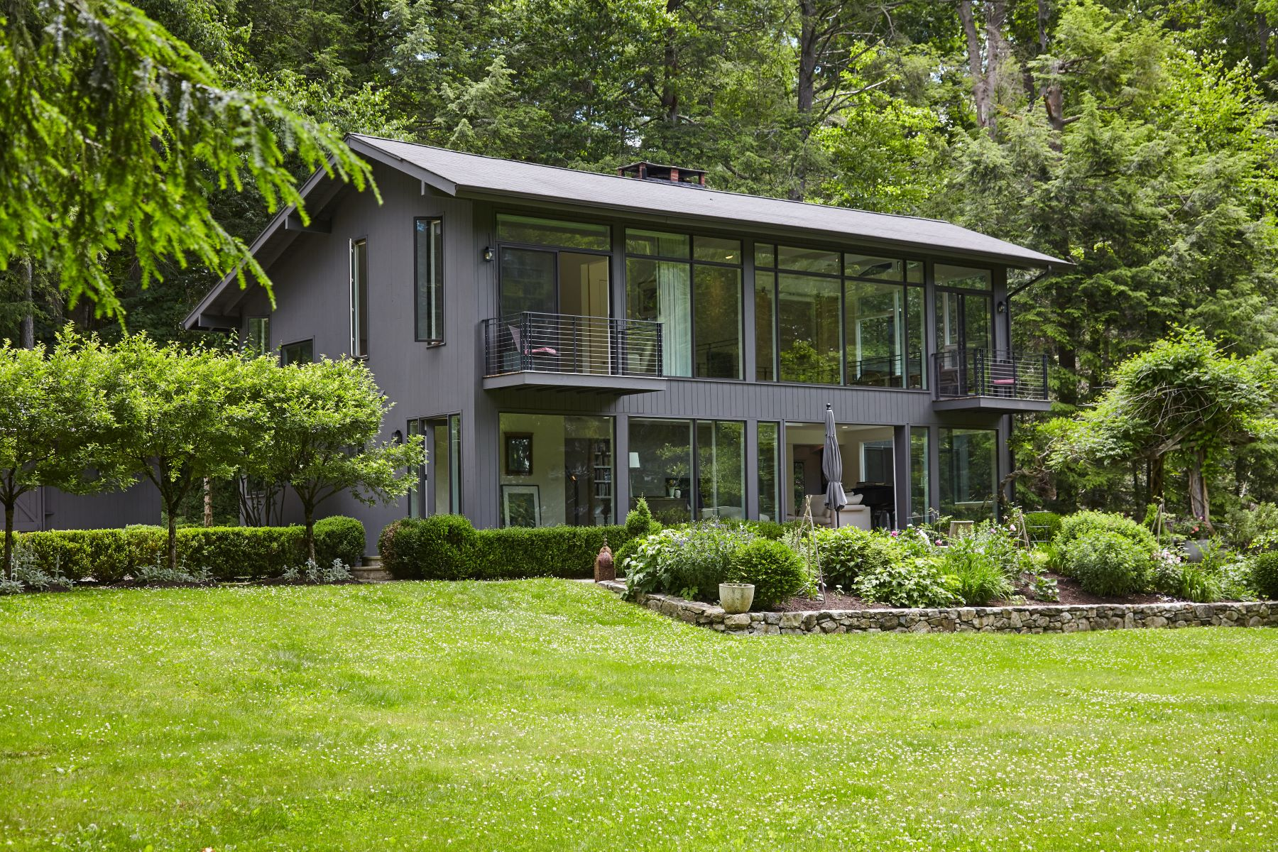 Single Family Homes للـ Sale في Stunning Architectural Home in Lower Weston 30 Valley Forge Road, Weston, Connecticut 06883 United States