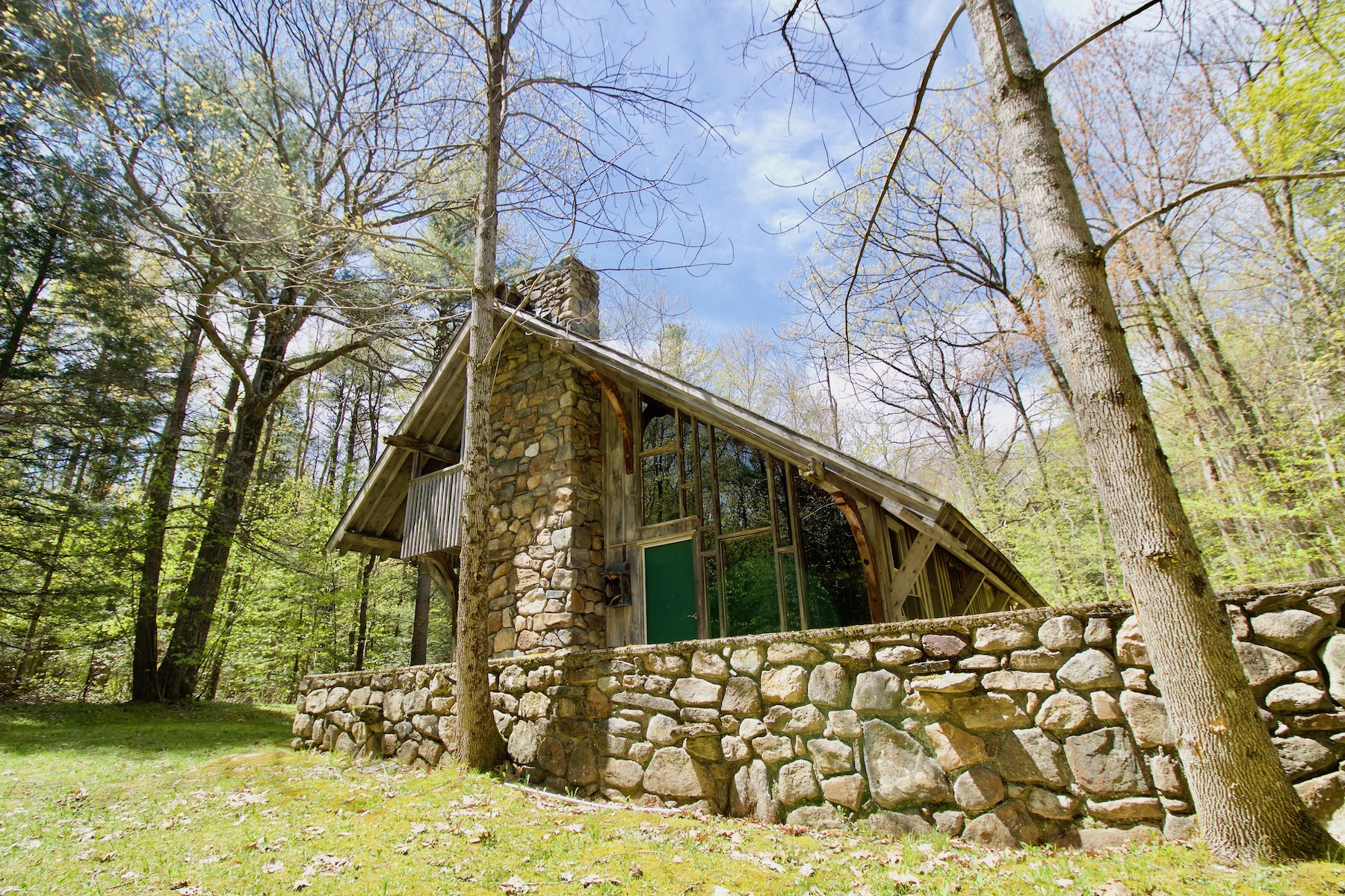 Single Family Homes 为 销售 在 A Rare Opportunity and a True Escape! 196+ Acres with Rustic Cabin! Your Private 5 Cronk Rd Sandisfield, 马萨诸塞州 01255 美国