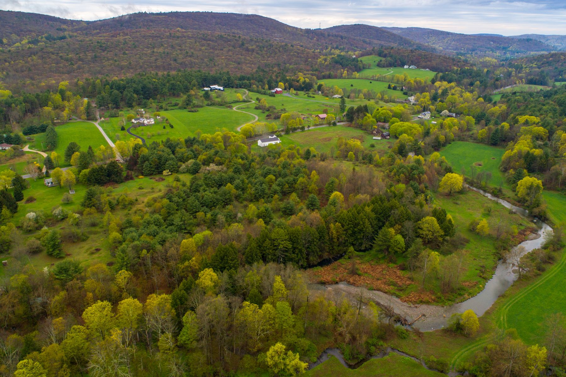 Terrain pour l Vente à Riverfront Acreage with Privacy and Views Route 71 Alford, Massachusetts 01266 États-Unis