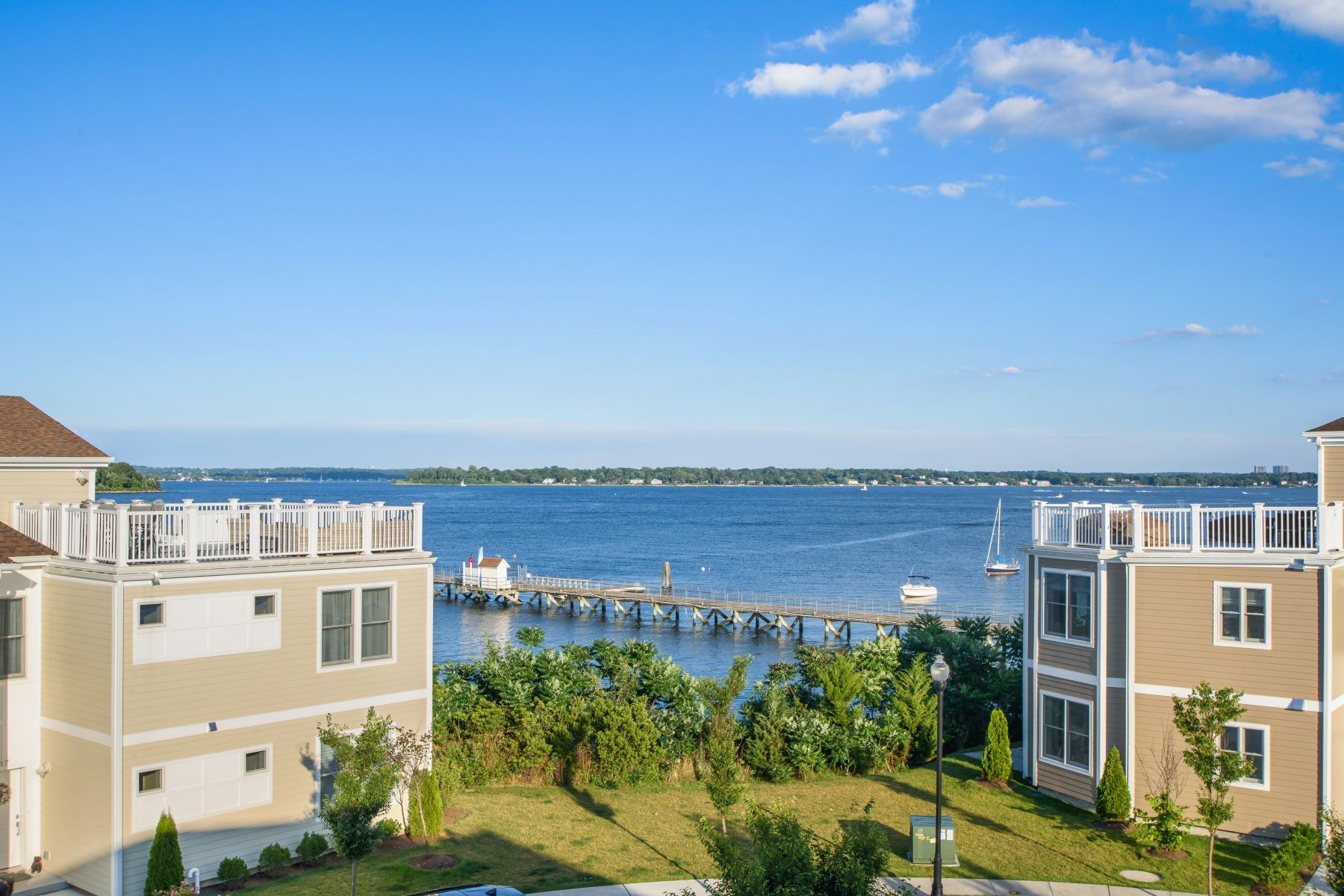 Condominiums 為 出售 在 On The Sound 28 Island Point, Bronx, 纽约 10464 美國