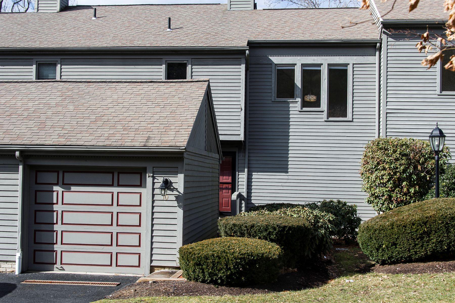 共管式独立产权公寓 为 销售 在 Prime Location 10 Ledgewood Drive 10, 布鲁克菲尔德, 康涅狄格州, 06804 美国