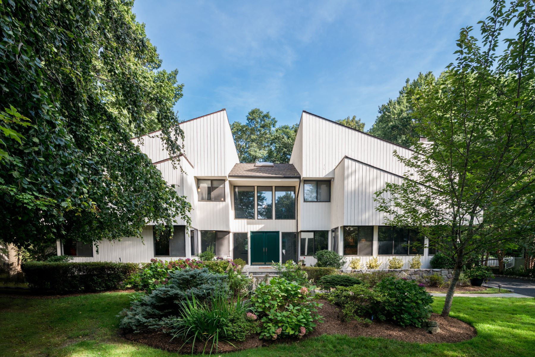 Single Family Home for Sale at 16 Ponds Lane Purchase, New York, 10577 United States