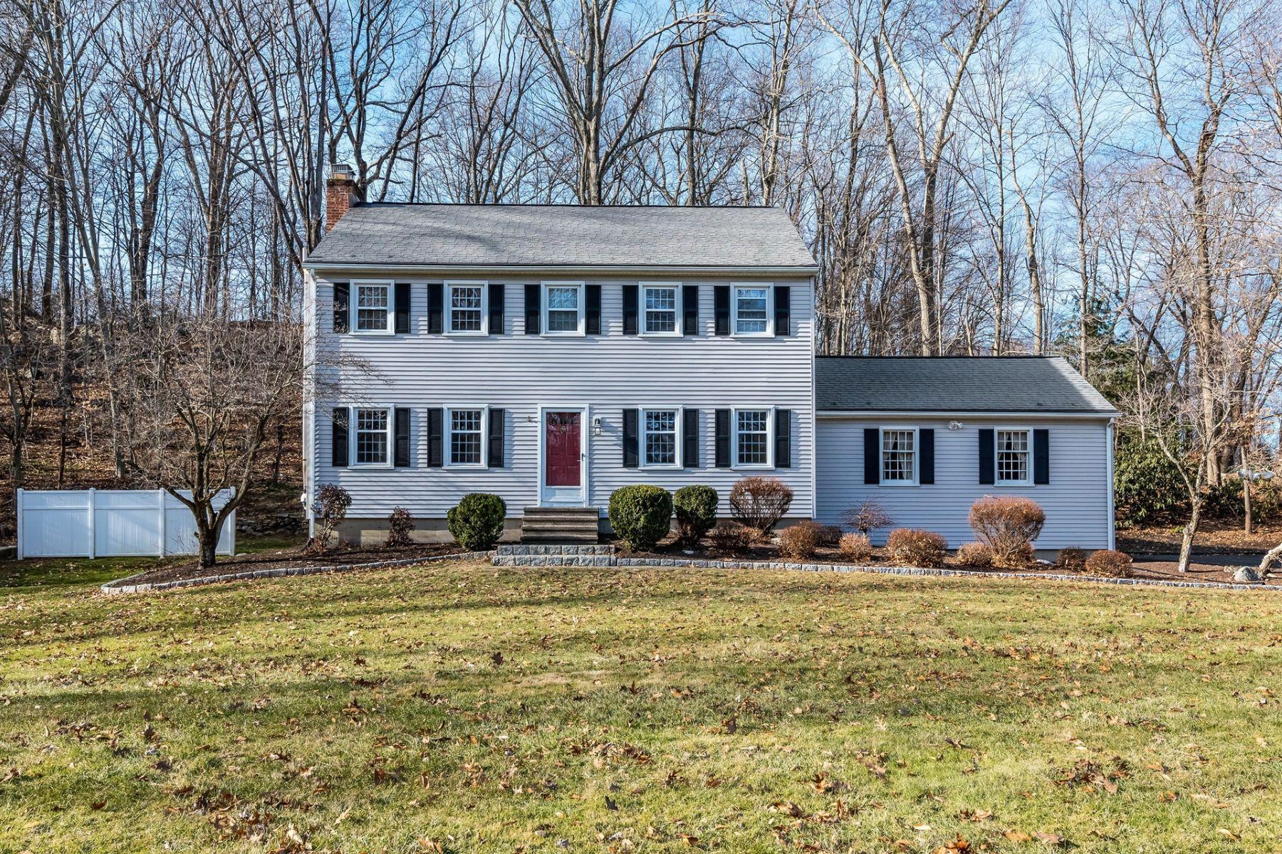 Eensgezinswoning voor Verkoop op Move Right In 50 Linda Lane, Bethel, Connecticut 06801 Verenigde Staten