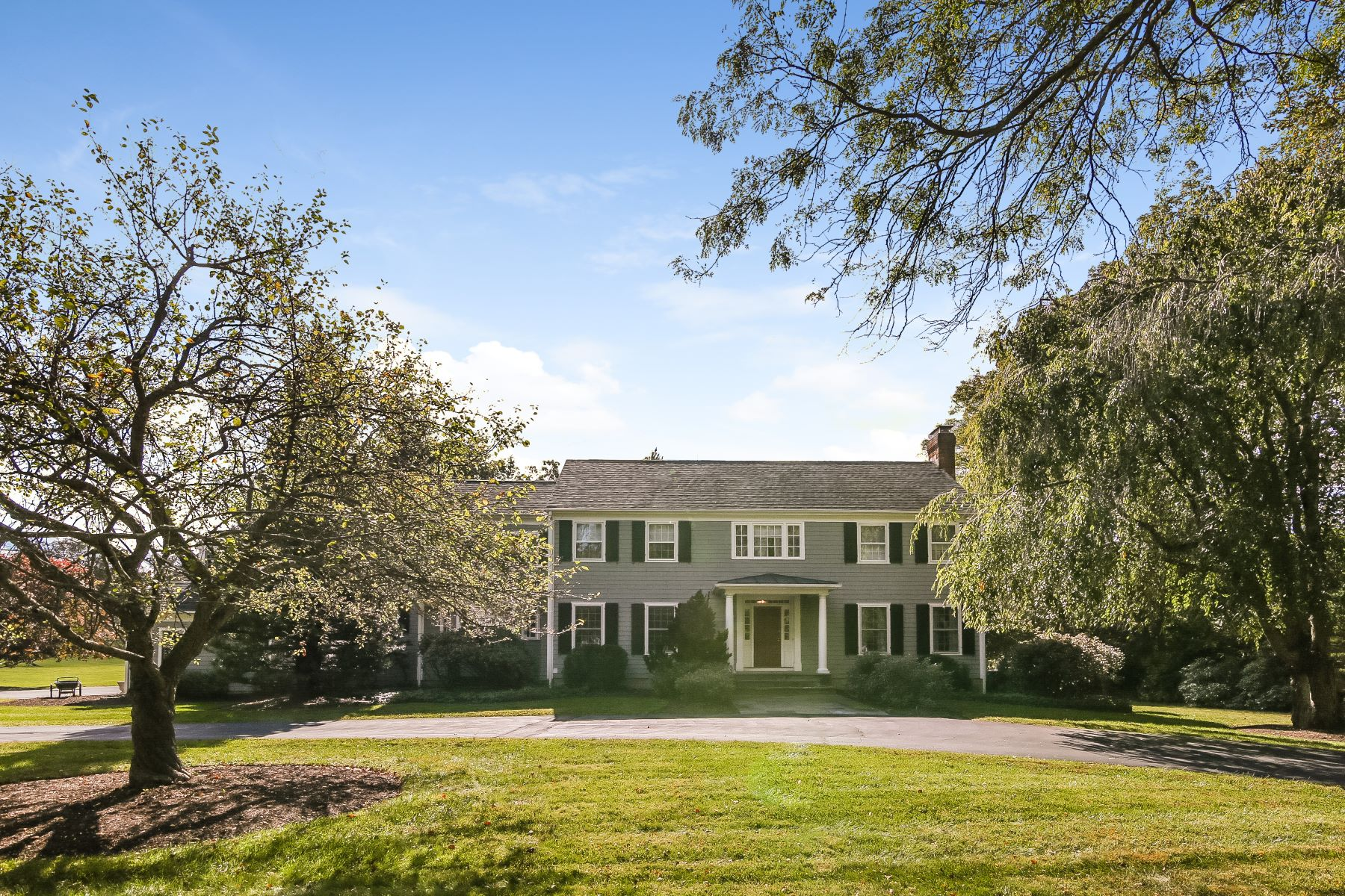 Casa Unifamiliar por un Venta en 15 Carriage Road 15 Carriage Road Wilton, Connecticut 06897 Estados Unidos