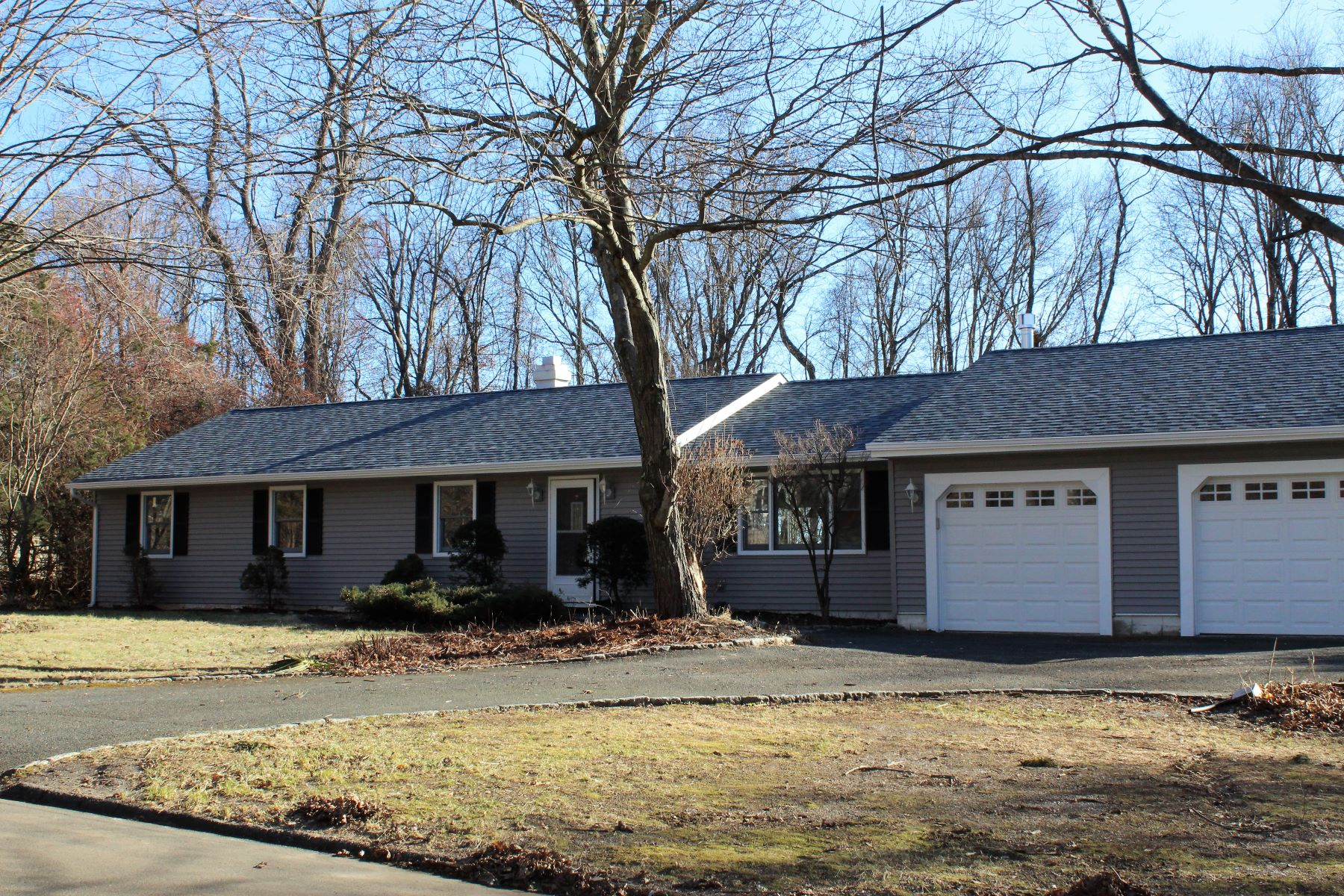 Single Family Home for Sale at 8 Indian Spring Road 8 Indian Spring Road Danbury, Connecticut 06811 United States