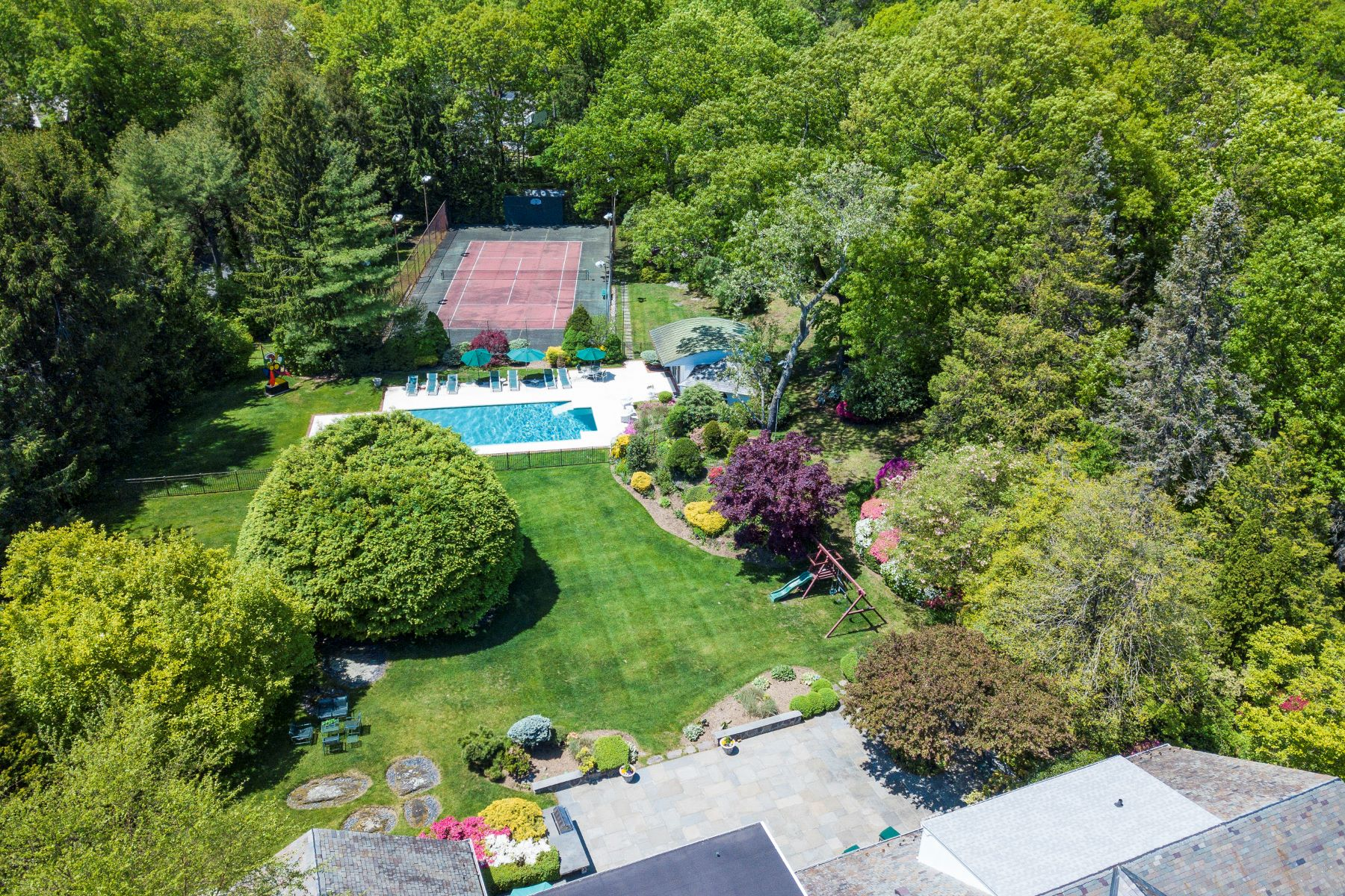 Single Family Homes for Active at 41 Winged Foot Drive Larchmont, New York 10538 United States