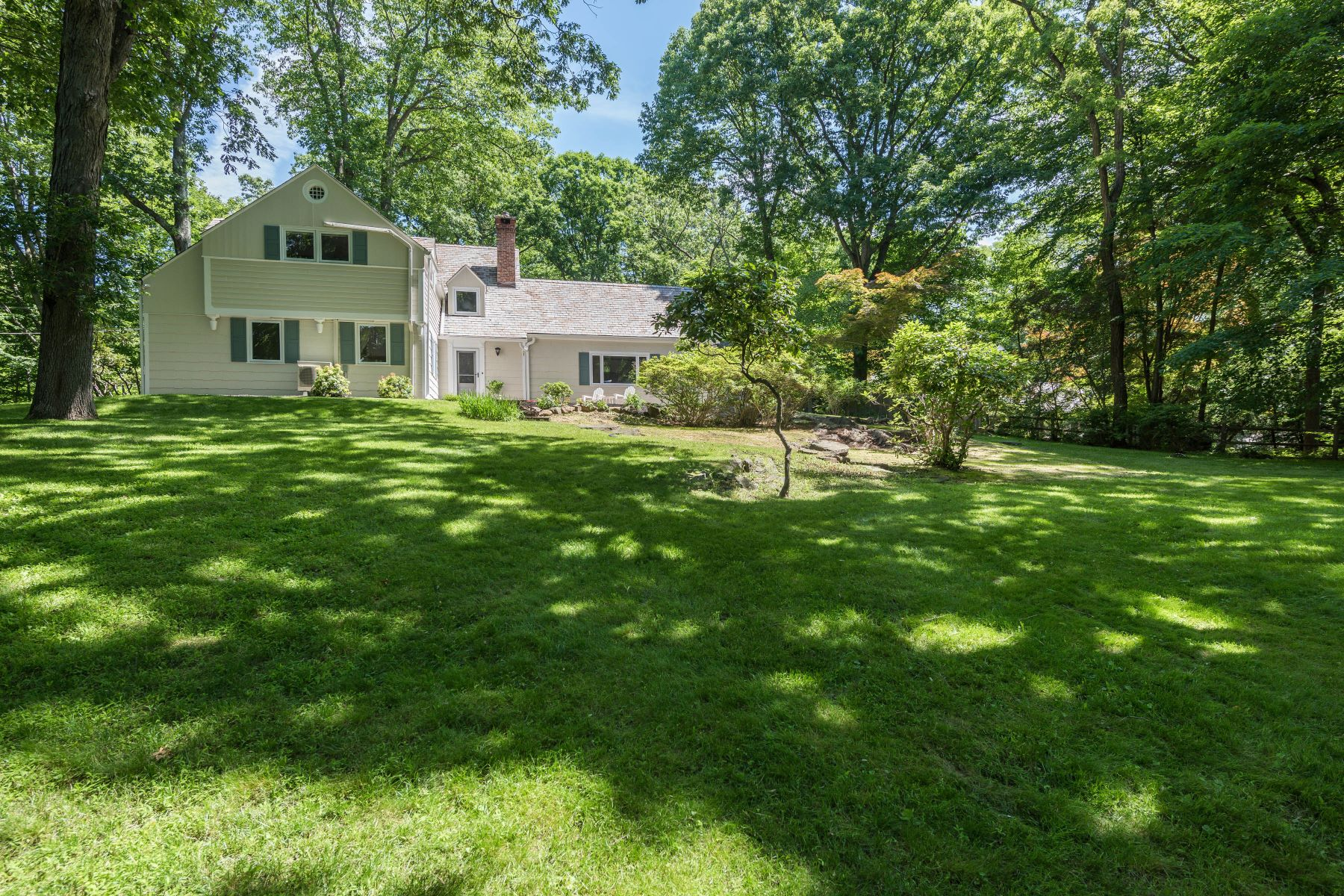 Single Family Homes for Active at 109 Upper North Highland Place Croton On Hudson, New York 10520 United States