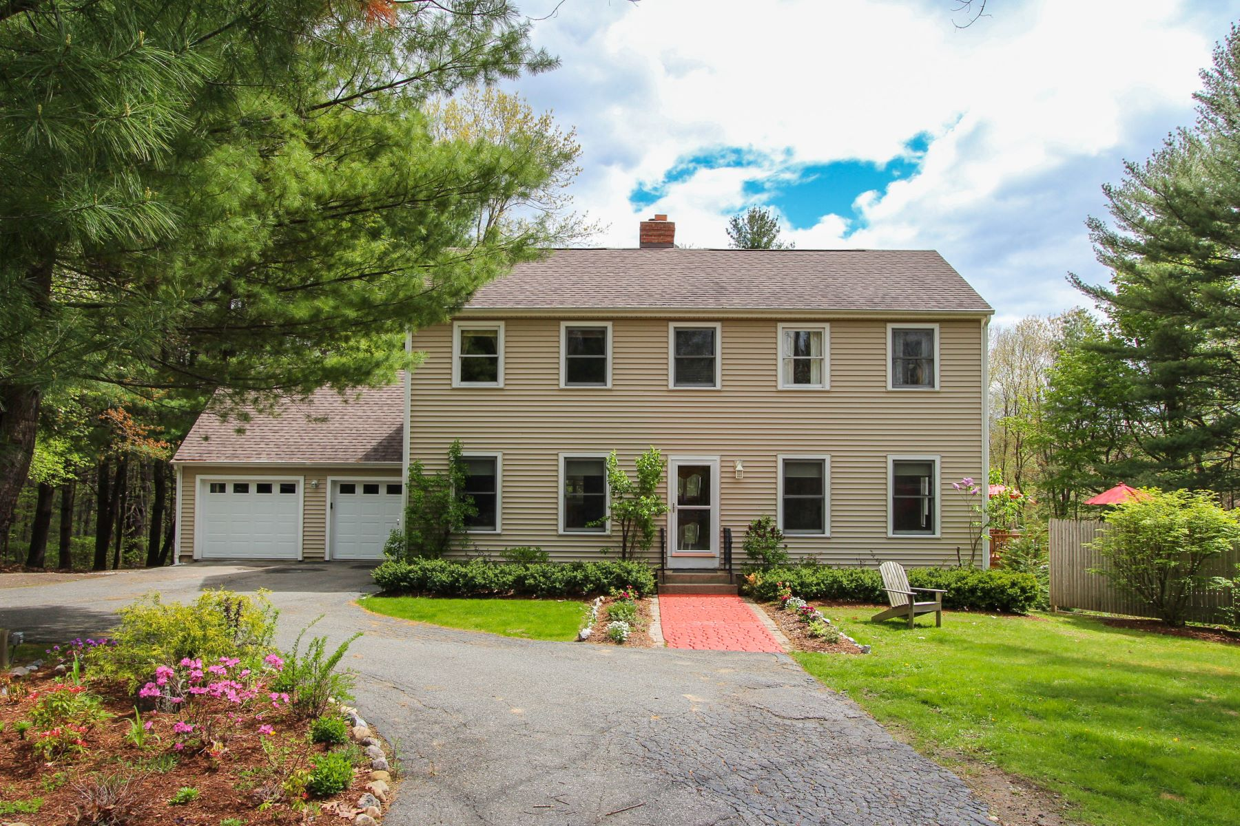 واحد منزل الأسرة للـ Sale في Comfortable Colonial with Pond 66 Goodhouse Road, Litchfield, Connecticut, 06759 United States
