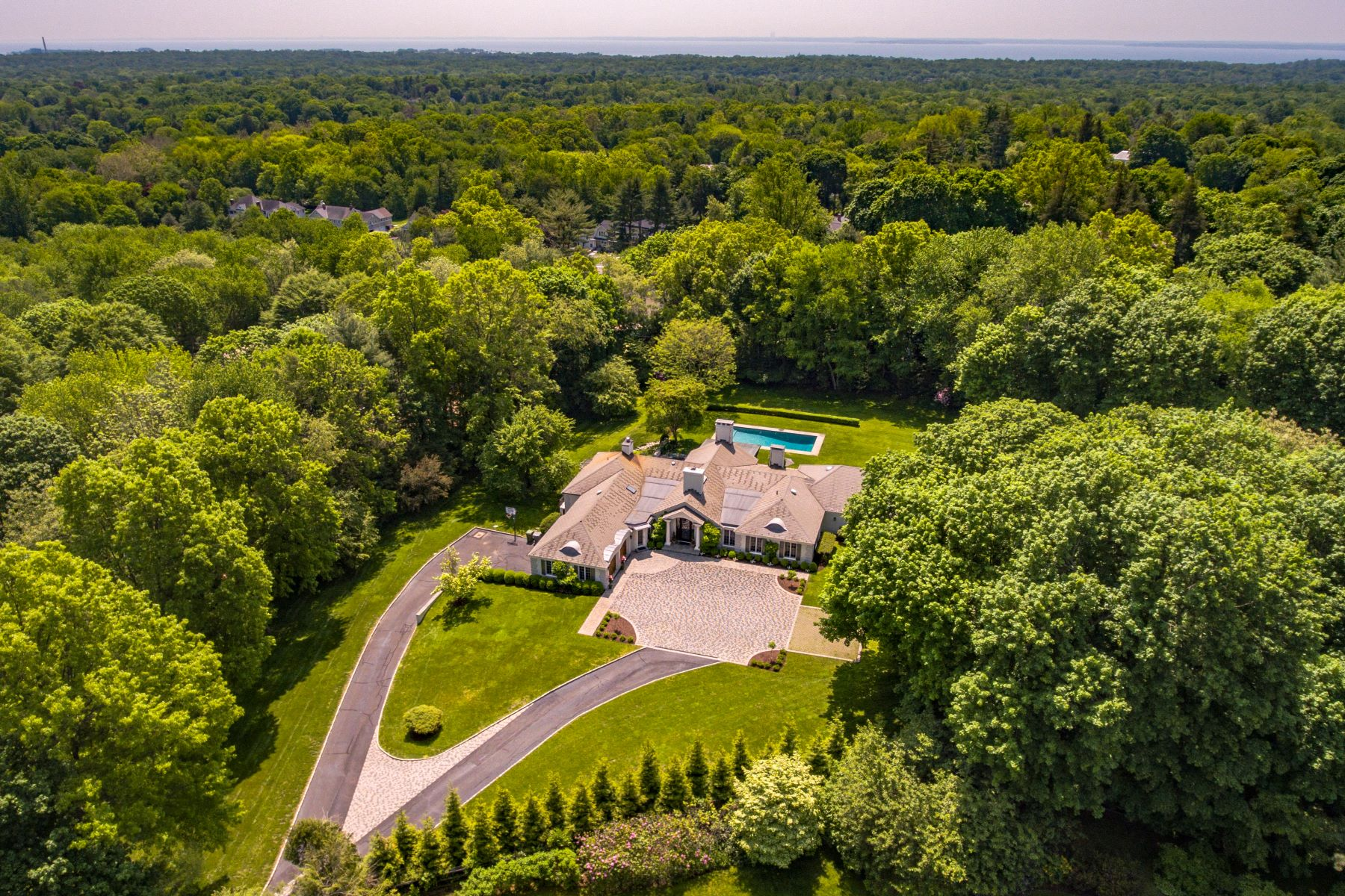 Casa Unifamiliar por un Venta en Magnificent, Very Private Property and Sited On Highest Point In Darien 72 Peach Hill Road Darien, Connecticut 06820 Estados Unidos