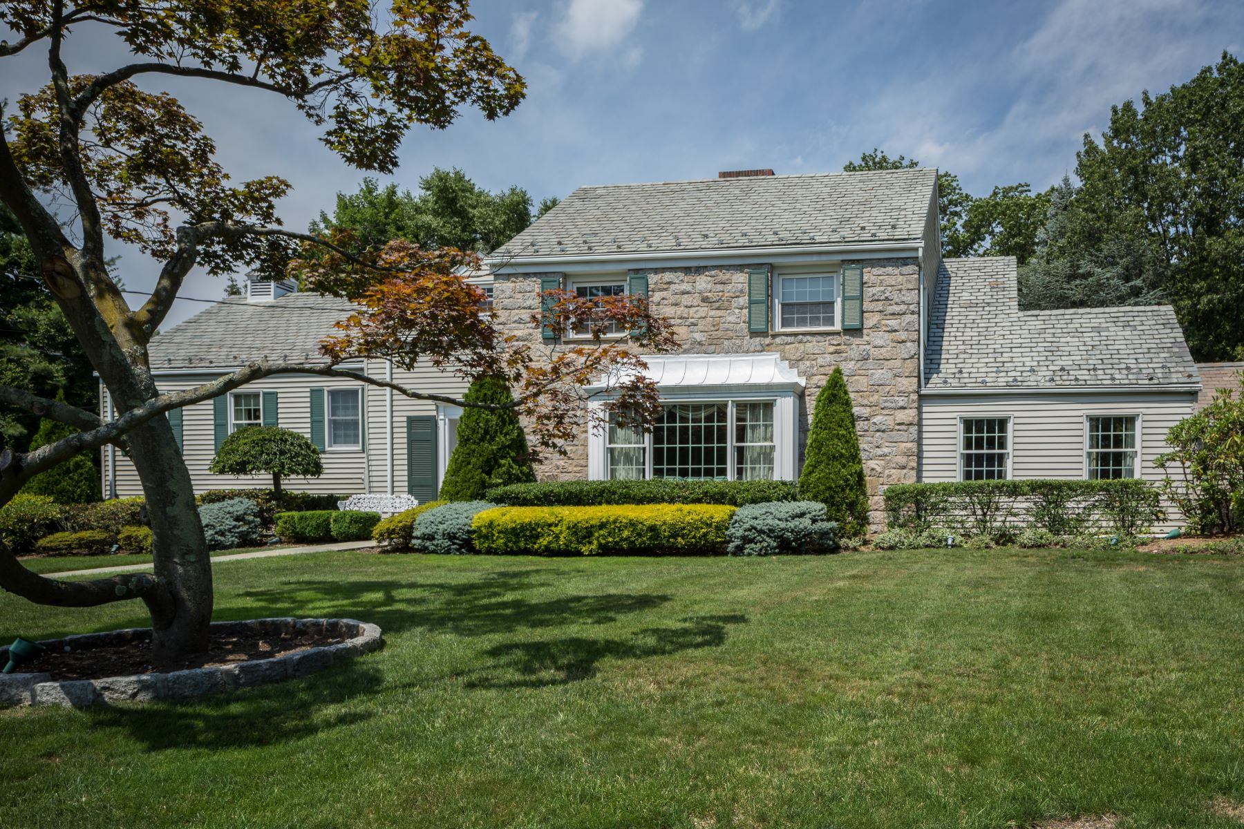 Maison unifamiliale pour l à vendre à Stunning Staggered Colonial 2 Corwood Road, Bronxville, New York, 10708 États-Unis