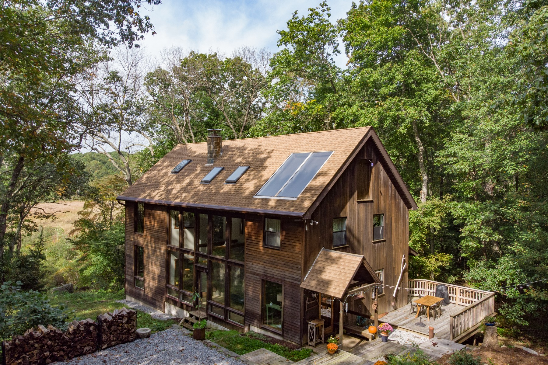 Eensgezinswoning voor Verkoop op Secluded ECO Contemporary Includes a Spacious Barn 93 Rattling Valley Rd, Deep River, Connecticut 06417 Verenigde Staten