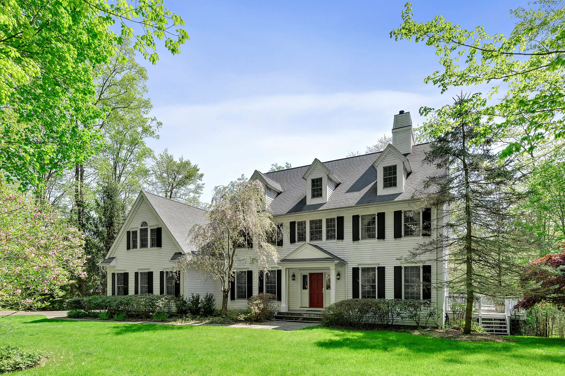 Single Family Homes por un Venta en 11 White Oak Lane Chappaqua, Nueva York 10514 Estados Unidos