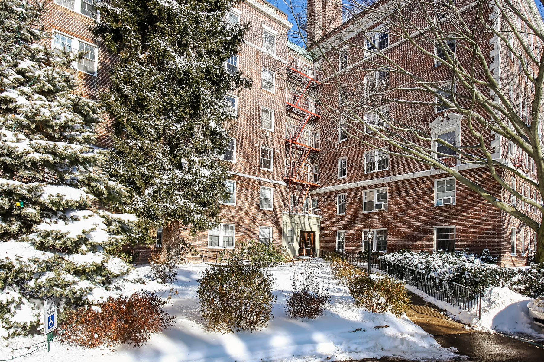 Co-op for Sale at Pre-War Spacious Mid-Rise! 300 South Broadway 4-G, Tarrytown, New York, 10591 United States