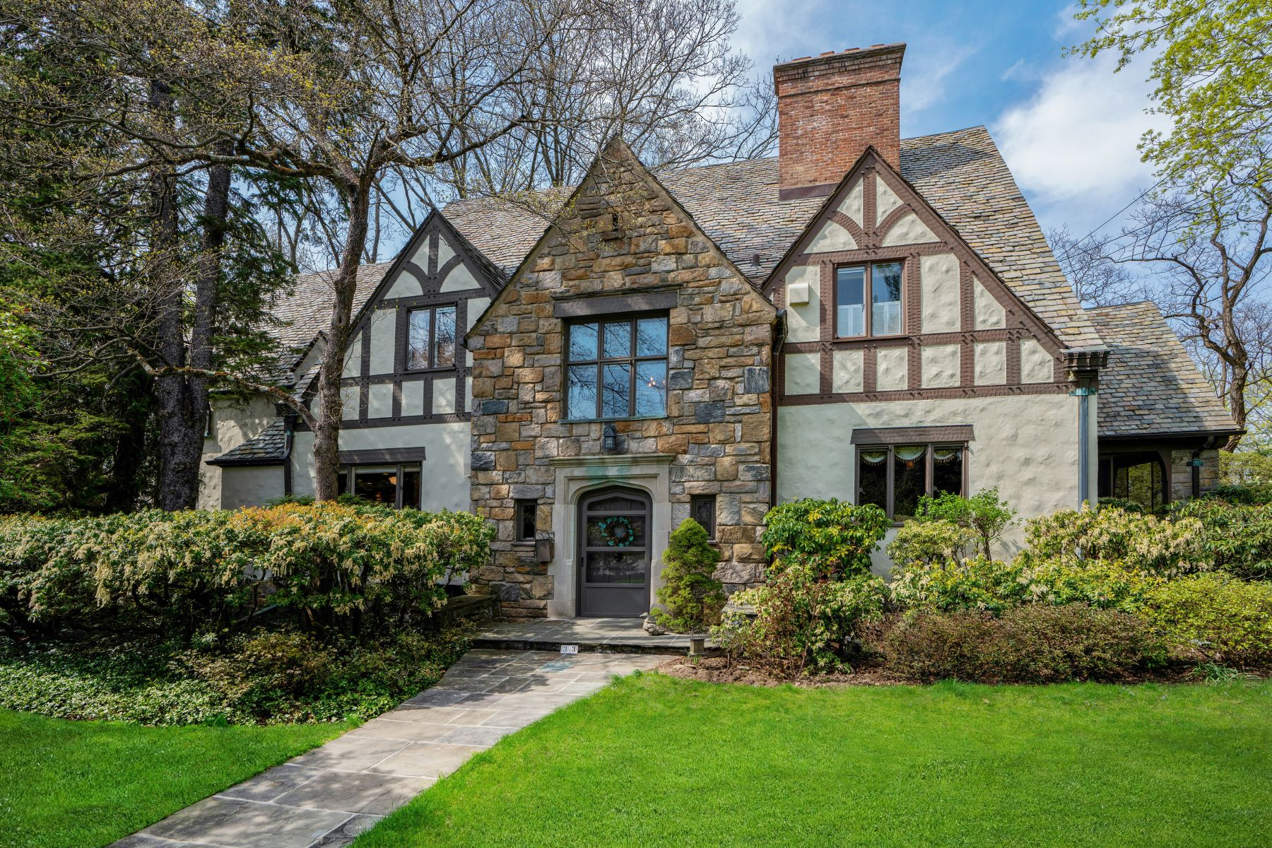 Single Family Homes for Sale at 33 Glen Eagles Drive Larchmont, New York 10538 United States