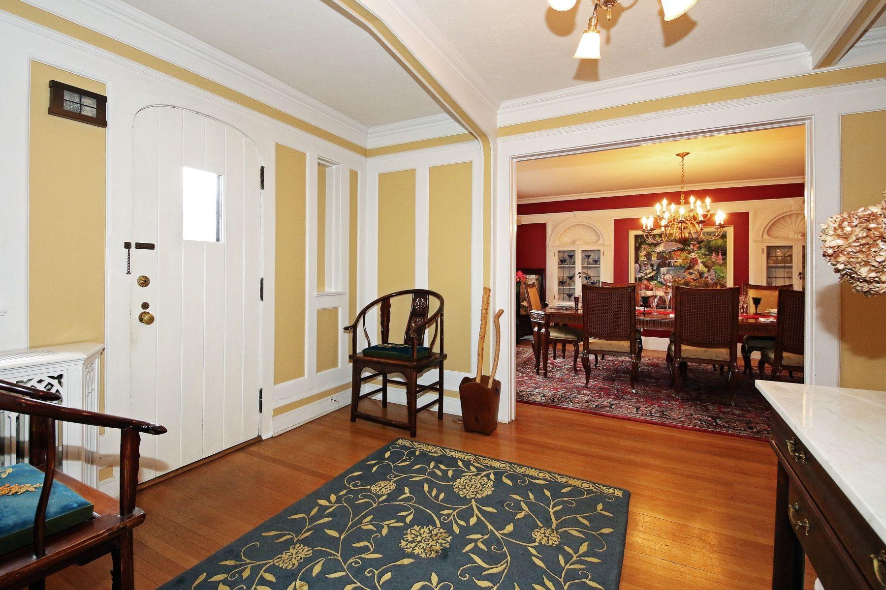 Single Family Homes для того Продажа на Vintage Tudor 420 Brooklawn Avenue, Bridgeport, Коннектикут 06604 Соединенные Штаты