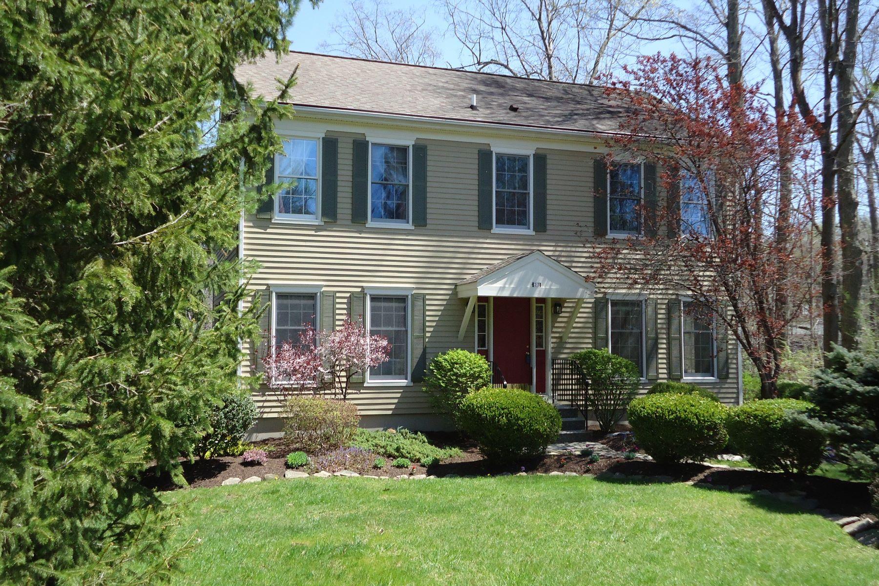 Maison unifamiliale pour l Vente à Colonial with Lake Views 23 Rita Road Ridgefield, Connecticut, 06877 États-Unis