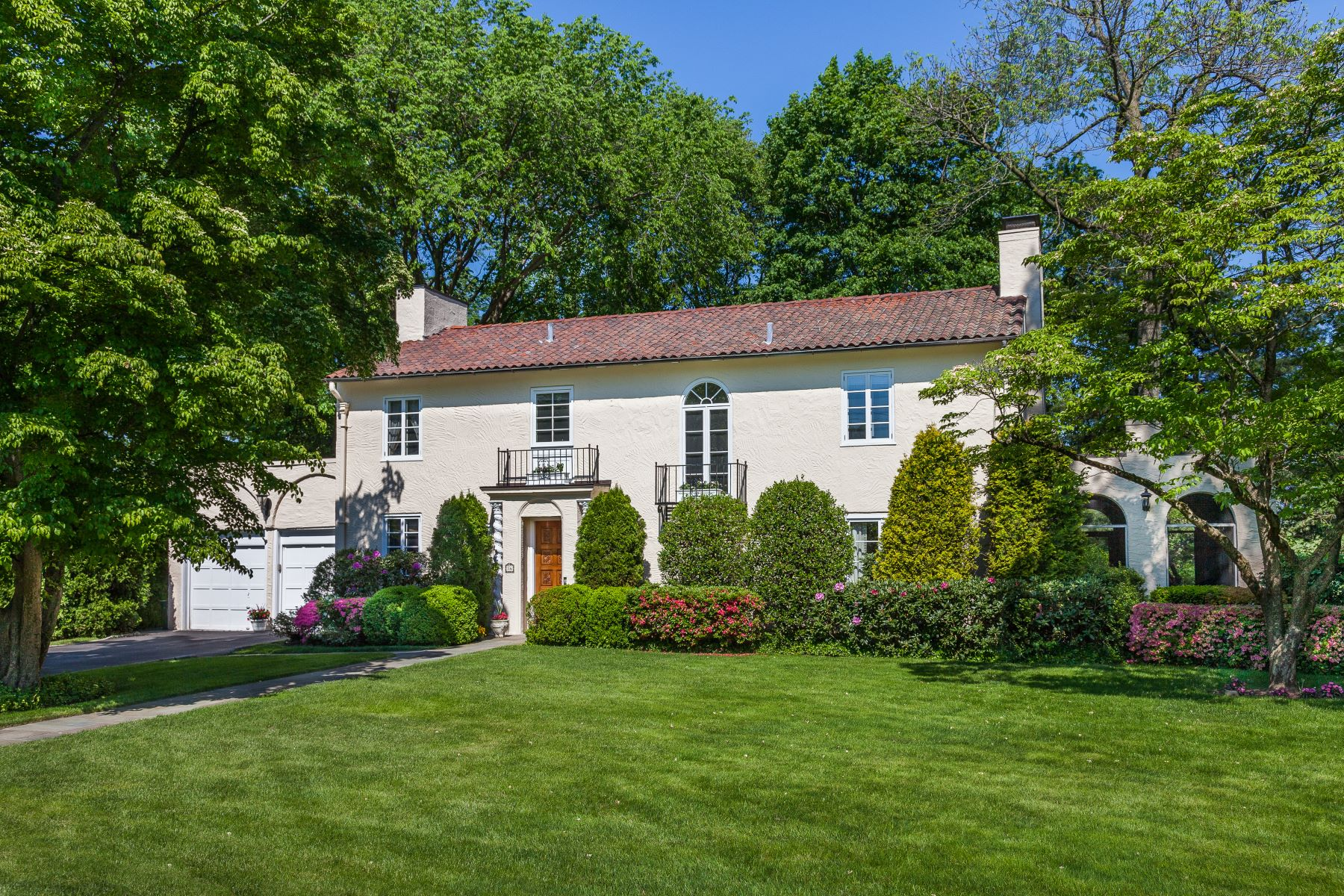 Single Family Homes for Active at Panoramic Golf Course Views 16 Courseview Road Bronxville, New York 10708 United States