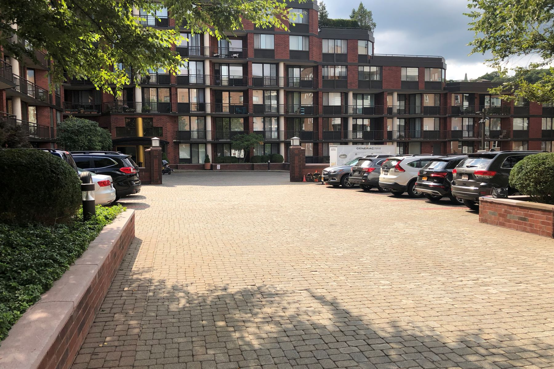 Condominiums for Sale at Updated One Bedroom Condo! 50 East Hartsdale Avenue 4A Hartsdale, New York 10530 United States