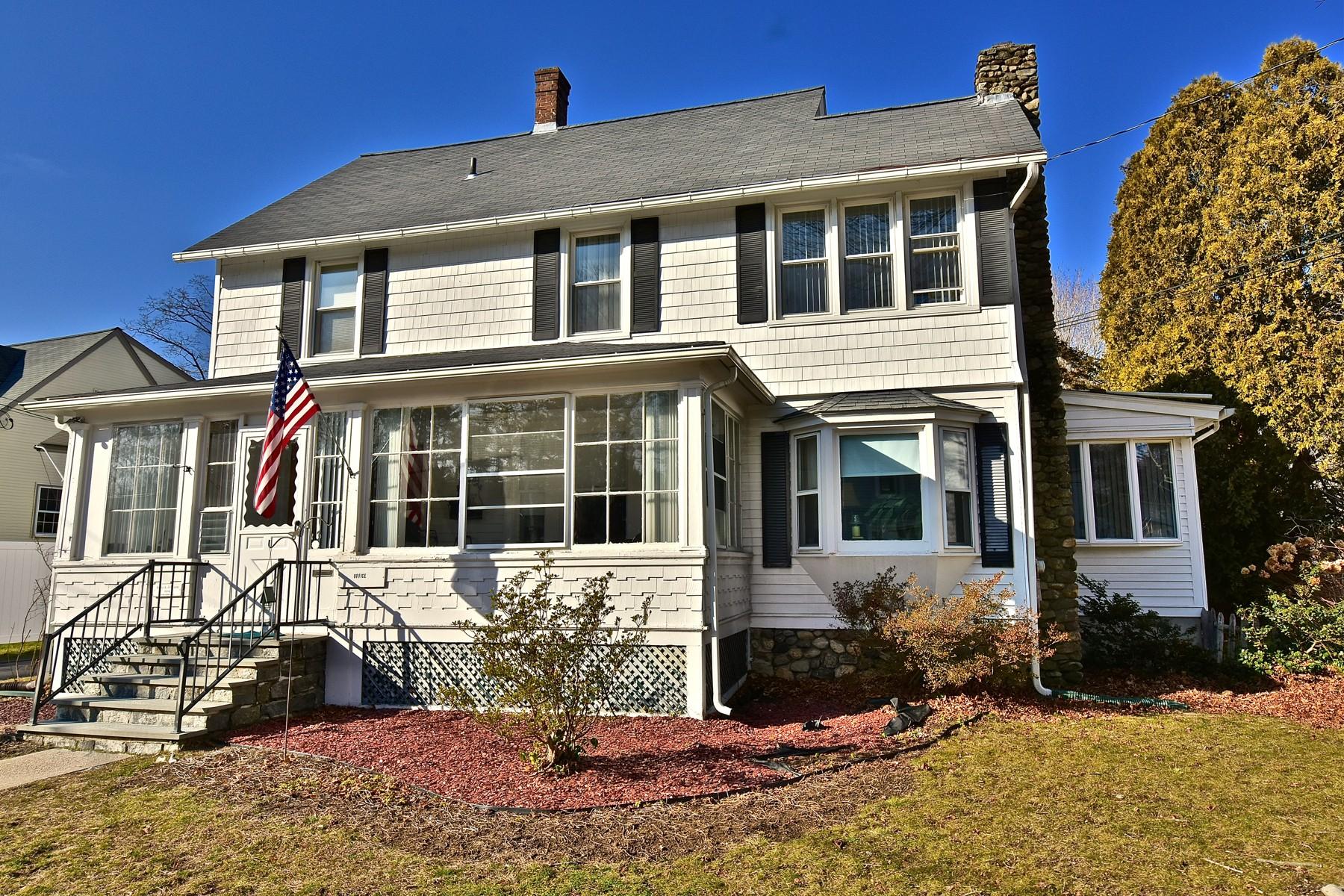 Maison unifamiliale pour l Vente à Charming Colonial in Heart of Village 14 Lafayette Ave Deep River, Connecticut, 06417 États-Unis