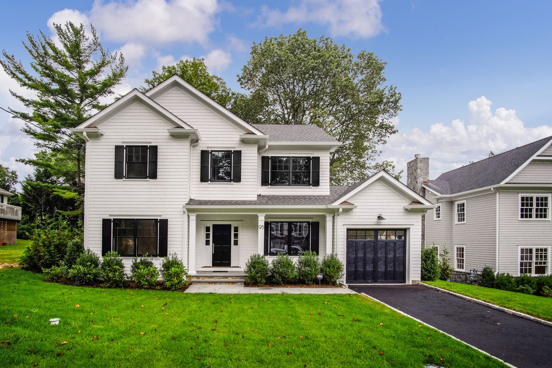 Single Family Homes por un Venta en 95 Sonn Drive Rye, Nueva York 10580 Estados Unidos