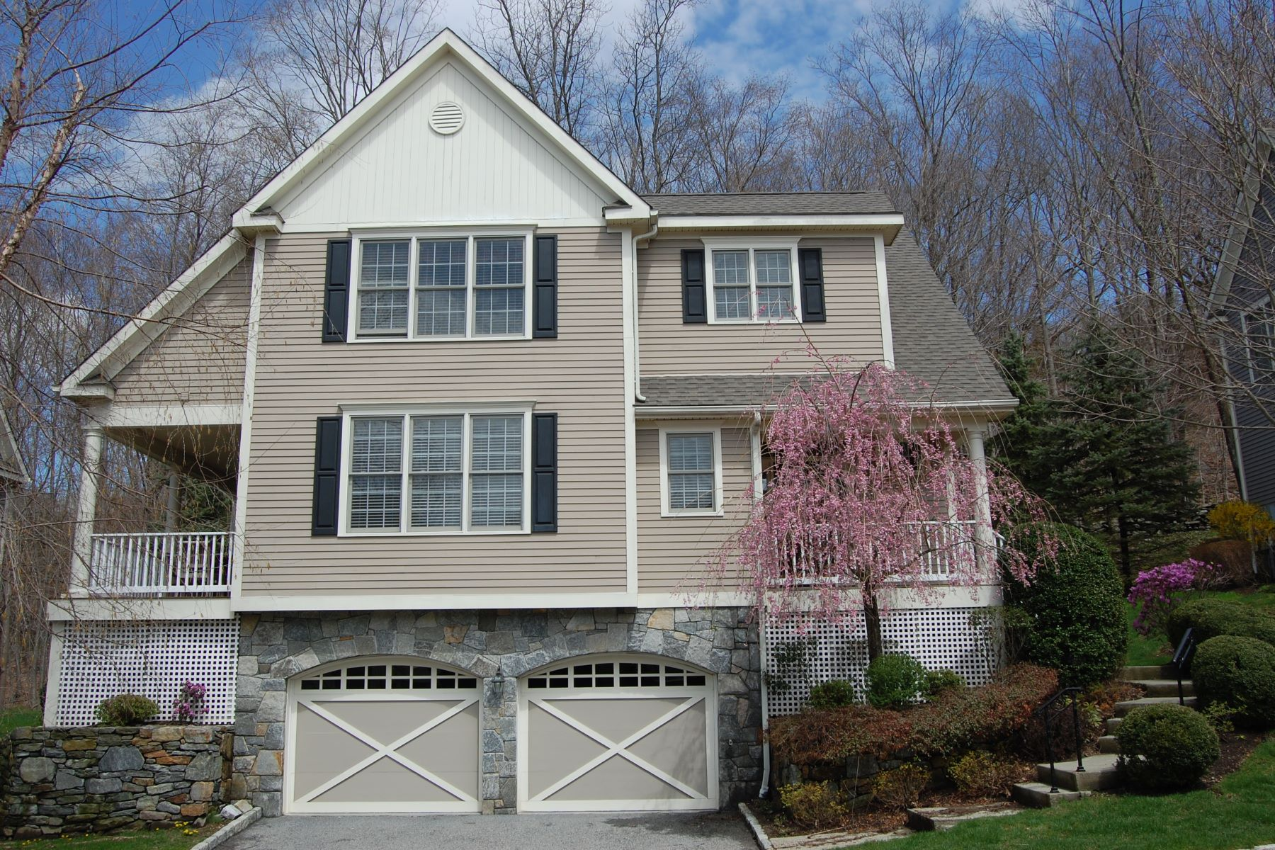 Adosado por un Venta en Spacious Colonial Townhouse 24 Woods Way, Redding, Connecticut, 06896 Estados Unidos