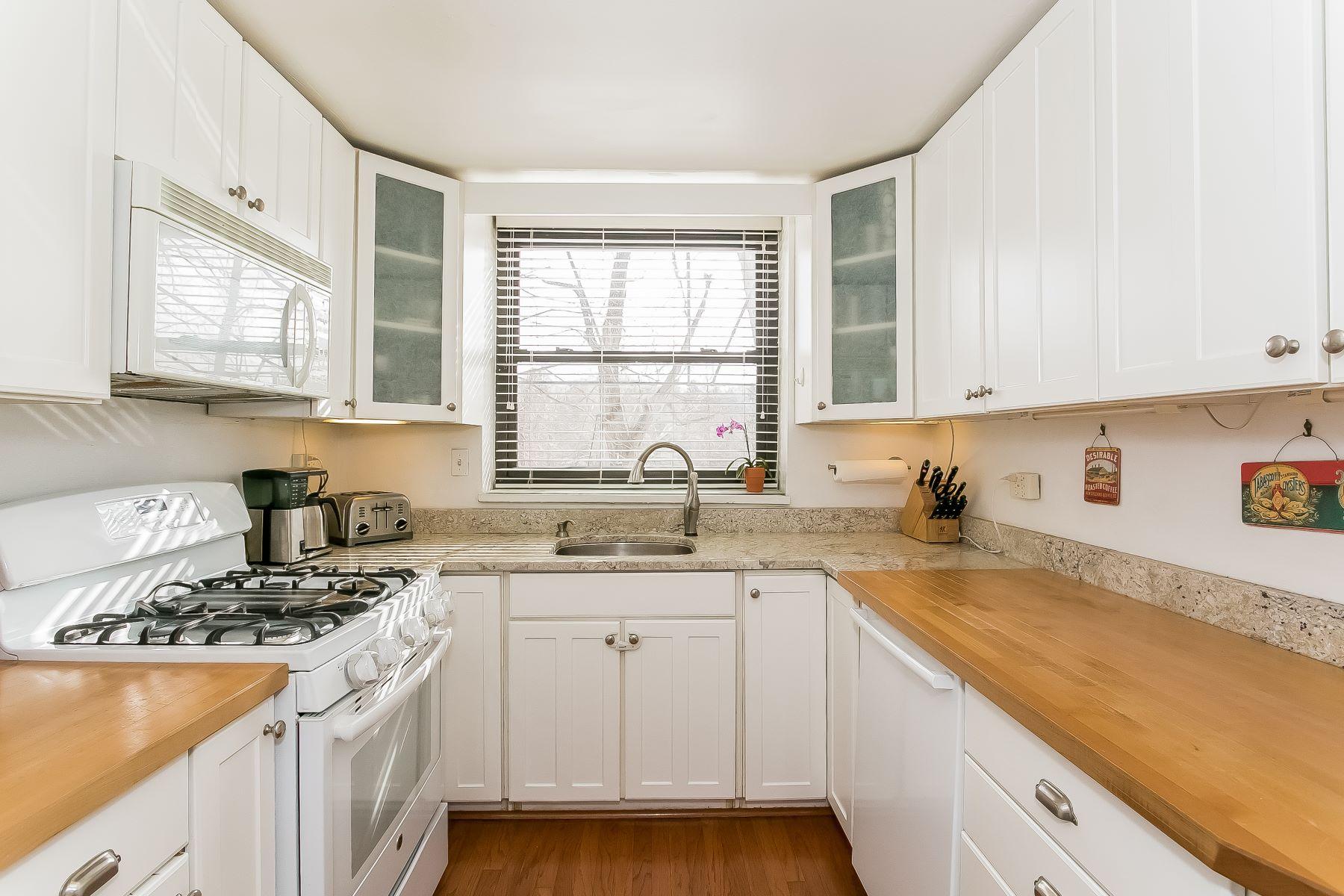 Mietervereinswohnung für Verkauf beim Renovated Co-Op in Greenburgh 50m Rockledge Road 50M Hartsdale, New York, 10530 Vereinigte Staaten