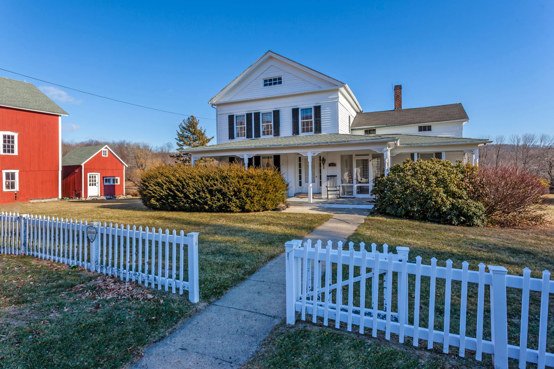 Single Family Homes per Vendita alle ore 1851 Historic Colonial 163 Lake Road Warren, Connecticut 06754 Stati Uniti