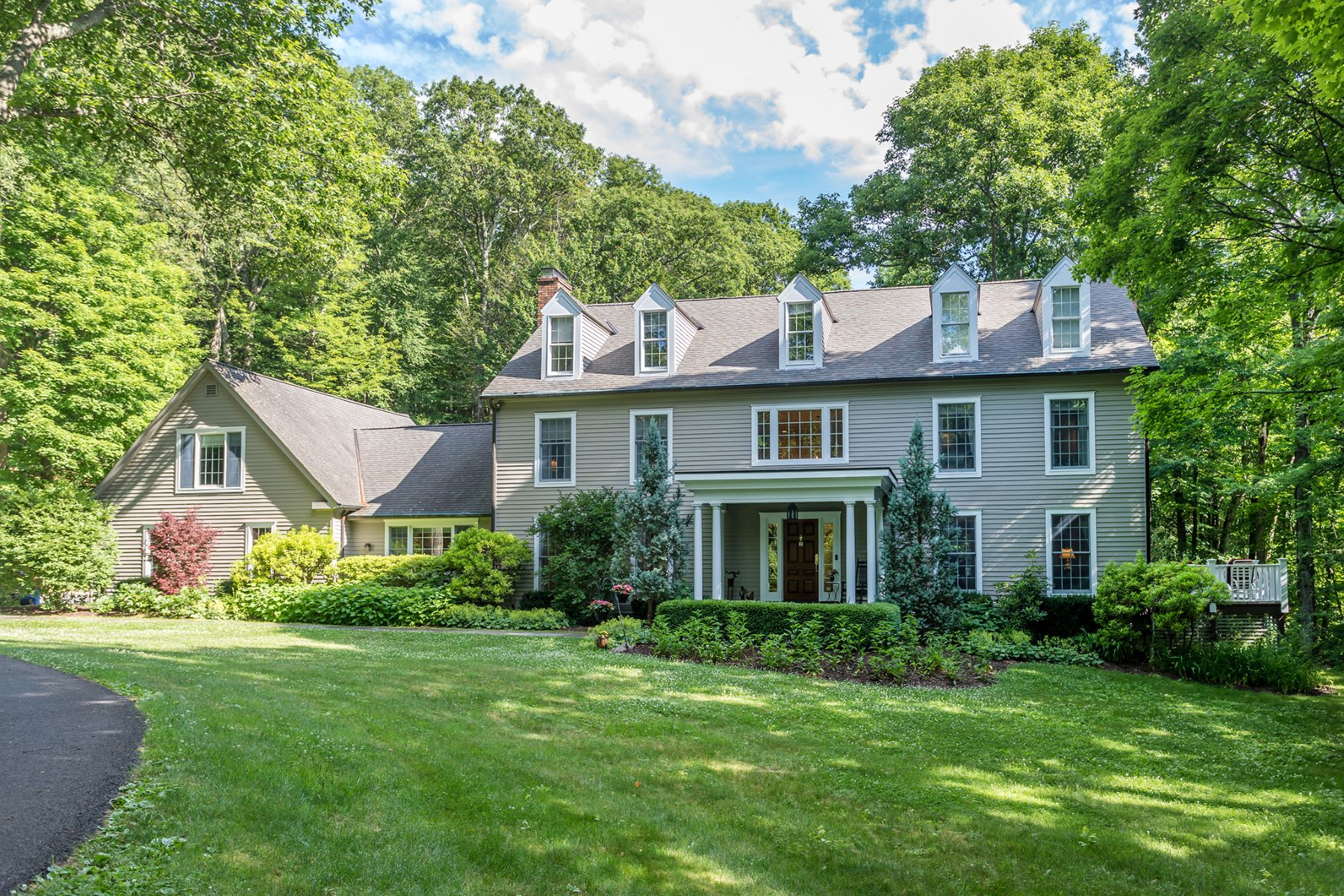 Single Family Homes للـ Sale في Handsome Custom-Built Colonial 18 Wakeman Hill Road, Sherman, Connecticut 06784 United States