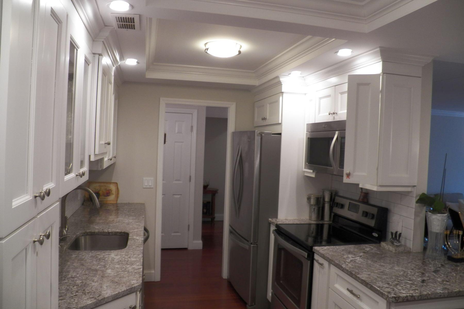Eigentumswohnung für Verkauf beim Fully Renovated Condo 200 High Point 506 Hartsdale, New York, 10530 Vereinigte Staaten