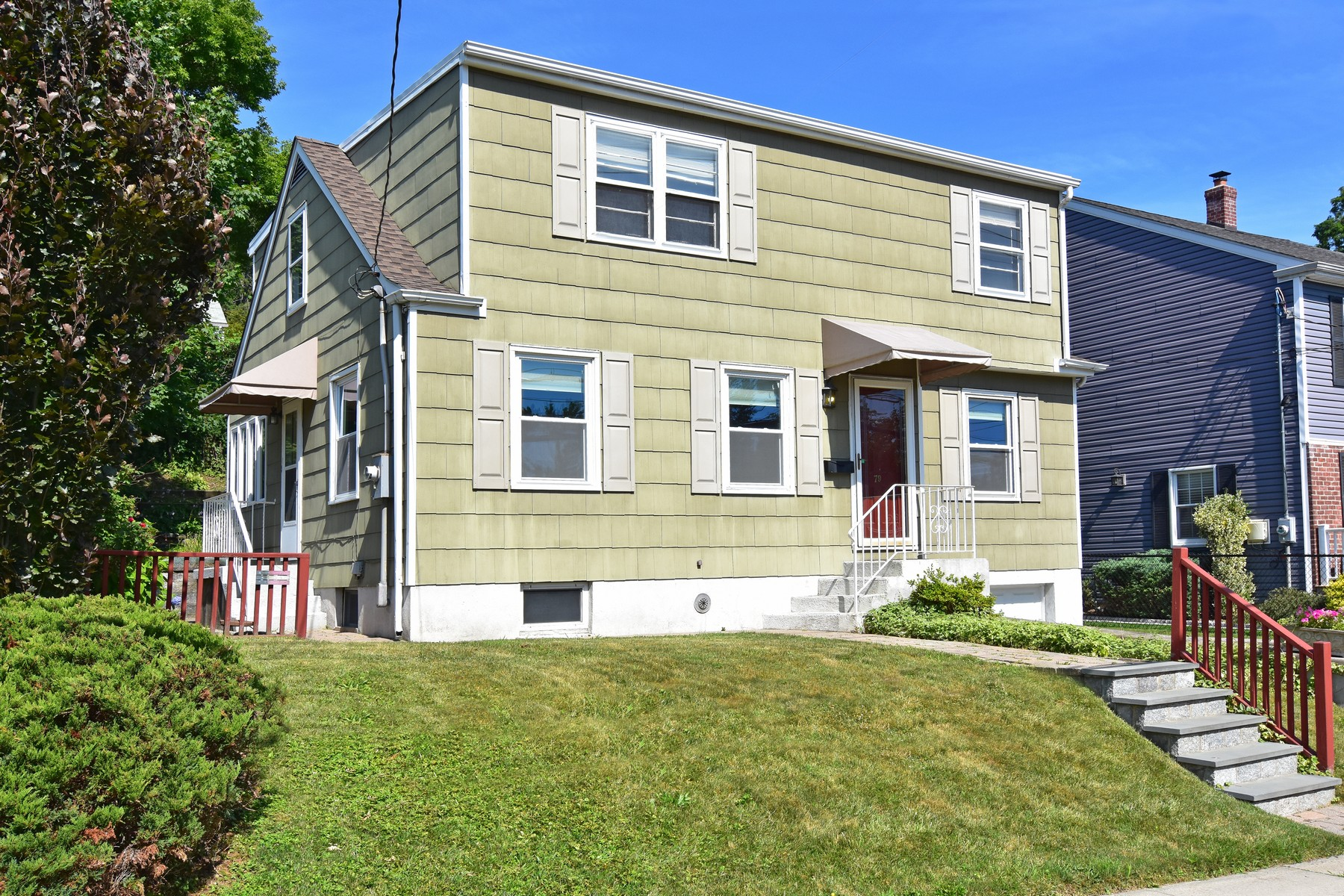 Single Family Homes 為 出售 在 Spacious Colonial 79 Etville Ave, Yonkers, 纽约 10703 美國