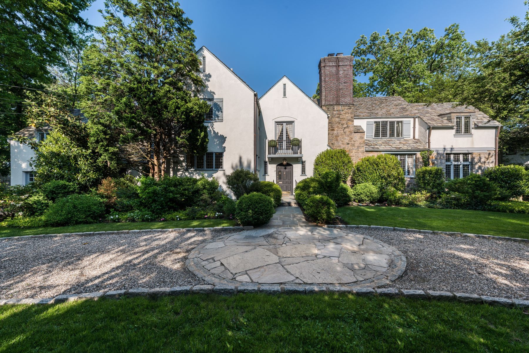 Maison unifamiliale pour l Vente à George Root designed English Manor Country Home in Bronxville Village 14 Courseview Road Bronxville, New York 10708 États-Unis