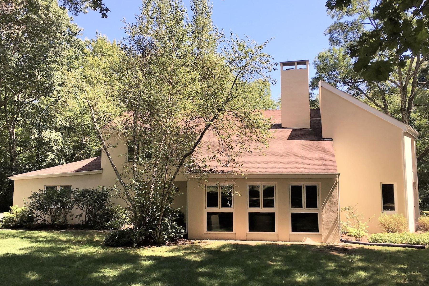 Eensgezinswoning voor Verkoop op Romantic Retreat 119 Treasure Hill Road, Kent, Connecticut 06785 Verenigde Staten